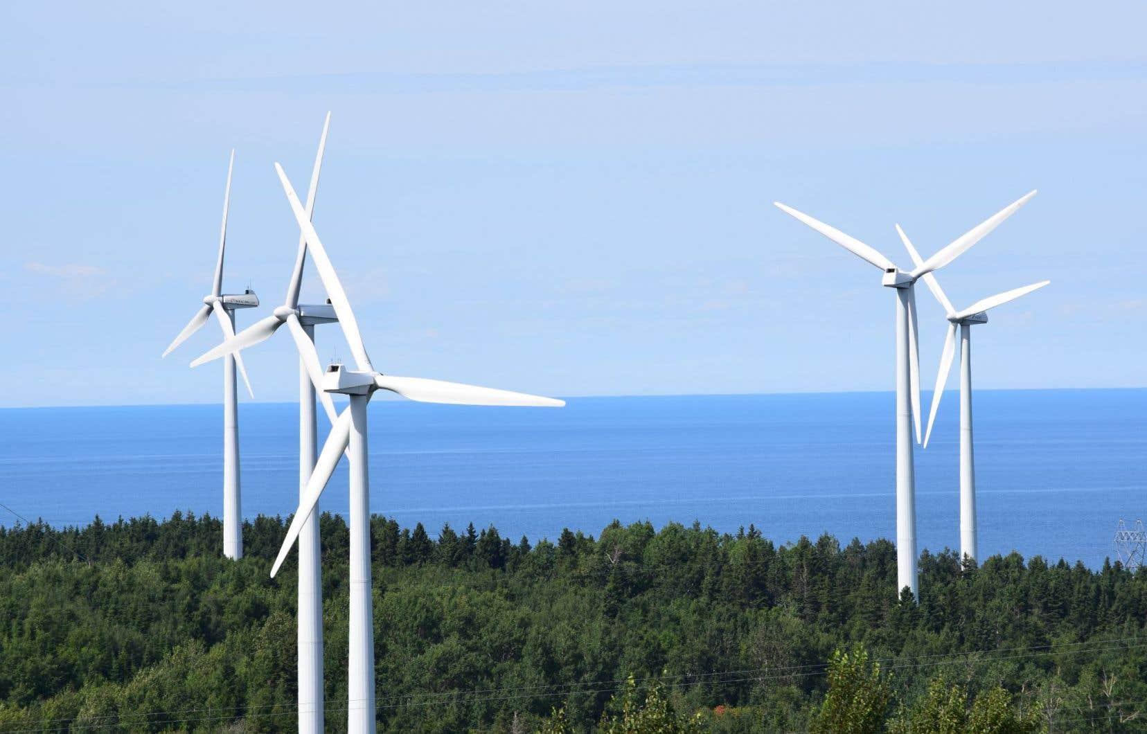 <p>Le président du Conseil du patronat du Québec, Yves-Thomas Dorval, acité l'exemple du développement des éoliennes en Gaspésie — un geste favorable au développement d'une énergie verte et favorable au développement de l'économie régionale.</p>