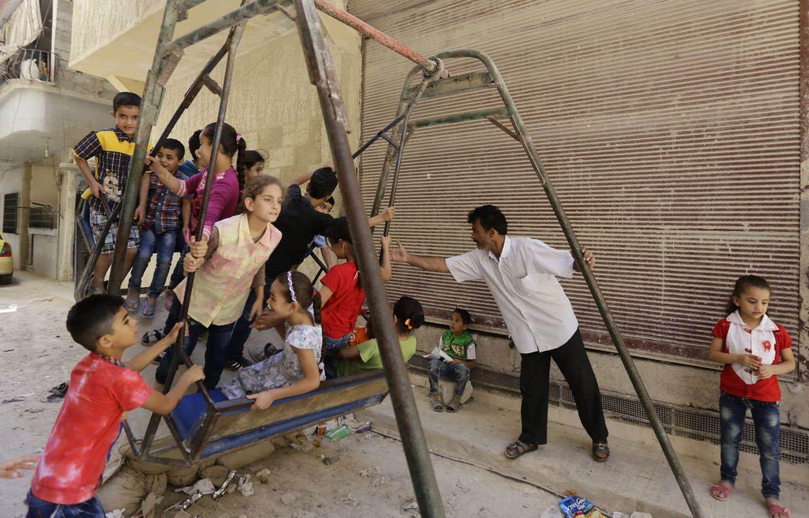 <p>Dans de nombreuses villes et localités, comme ici à Damas, l'heure était au soulagement.</p>