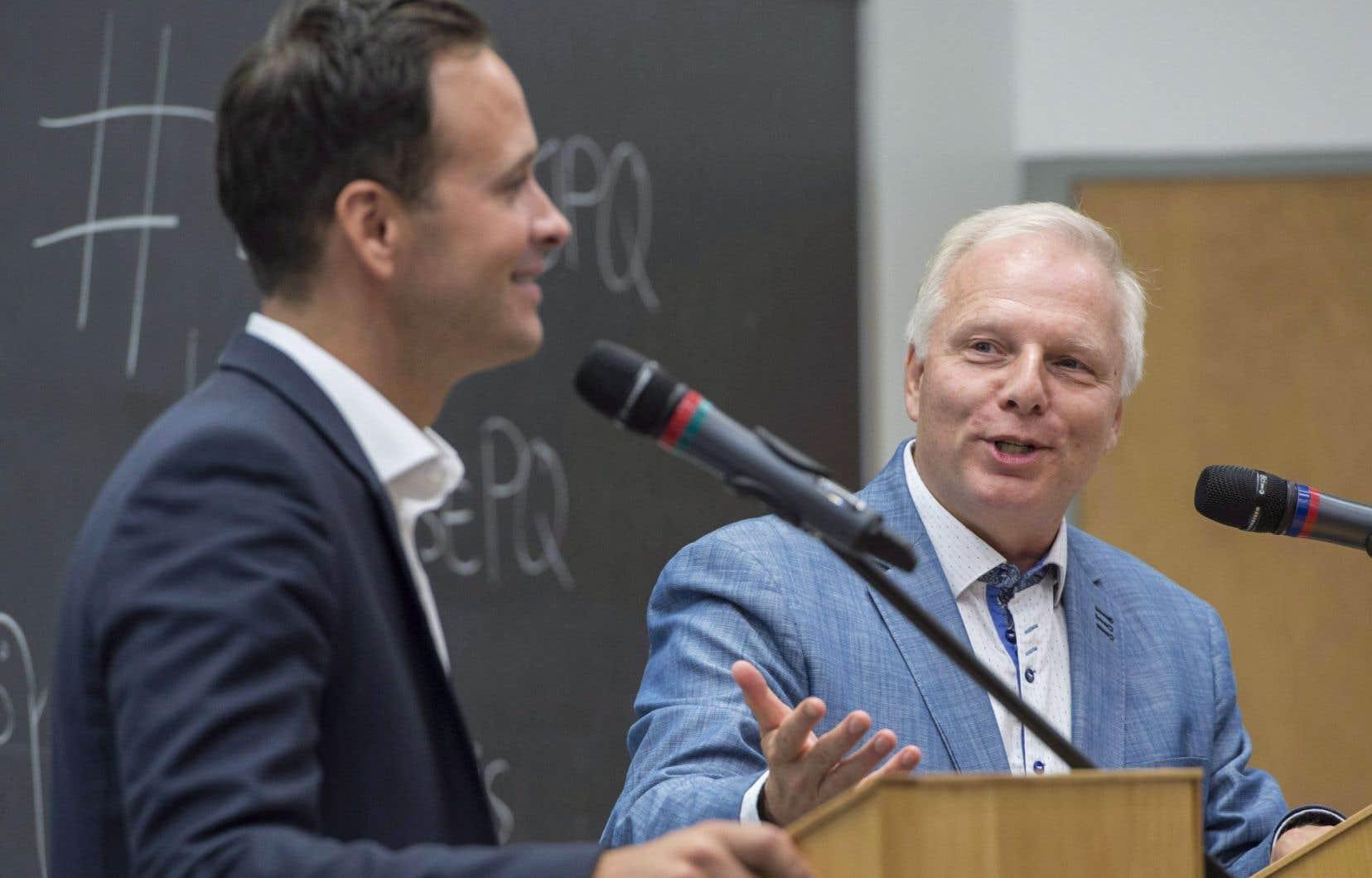 Lors d'un débat le 6 septembre, les candidats Alexandre Cloutier et Jean-François Lisée s'étaient également mutuellement interpellés sur de nombreuses questions.
