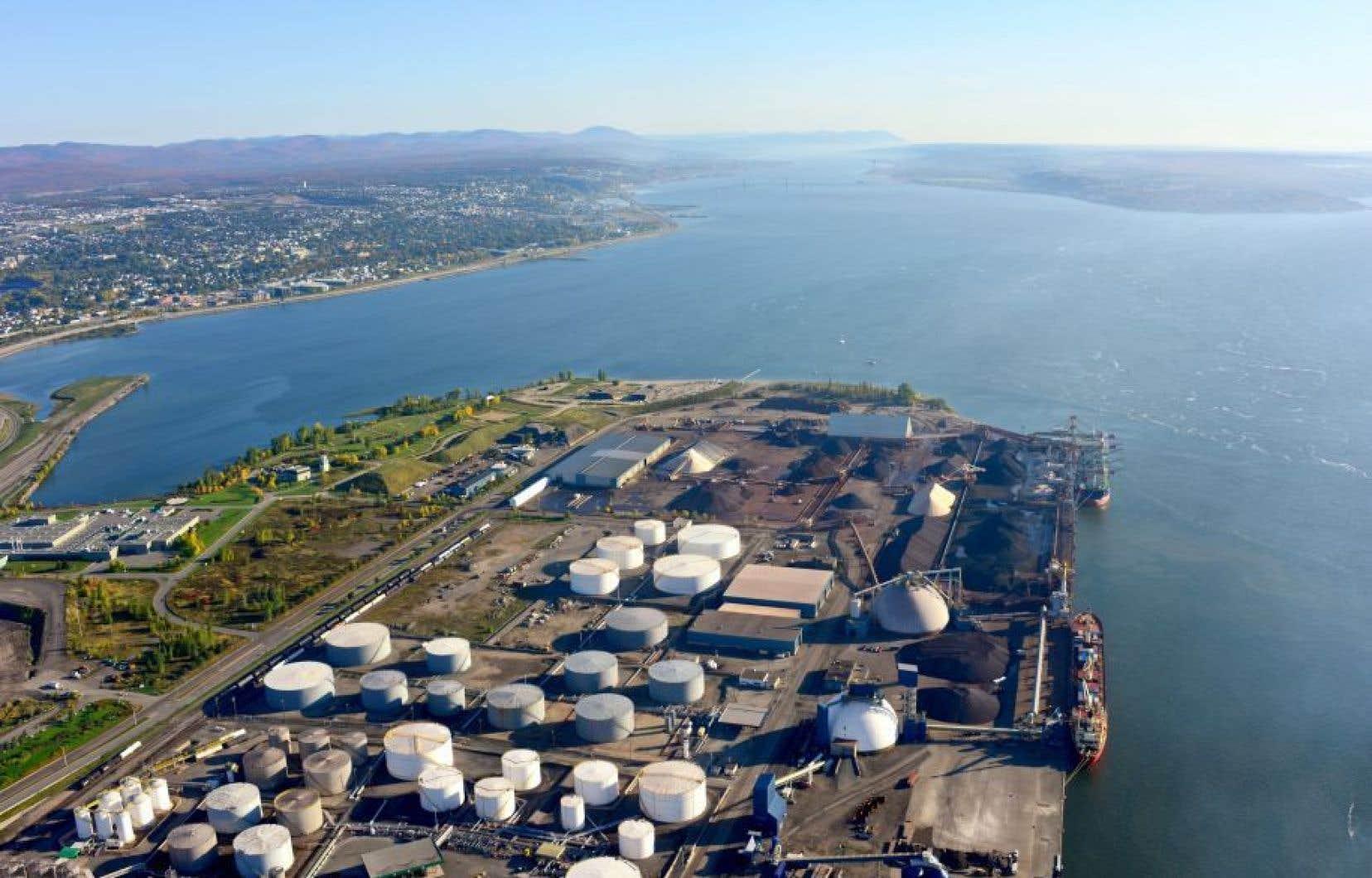 La construction sur les terrains du Port de Québec, un territoire fédéral, relève uniquement de la réglementation du gouvernement canadien.