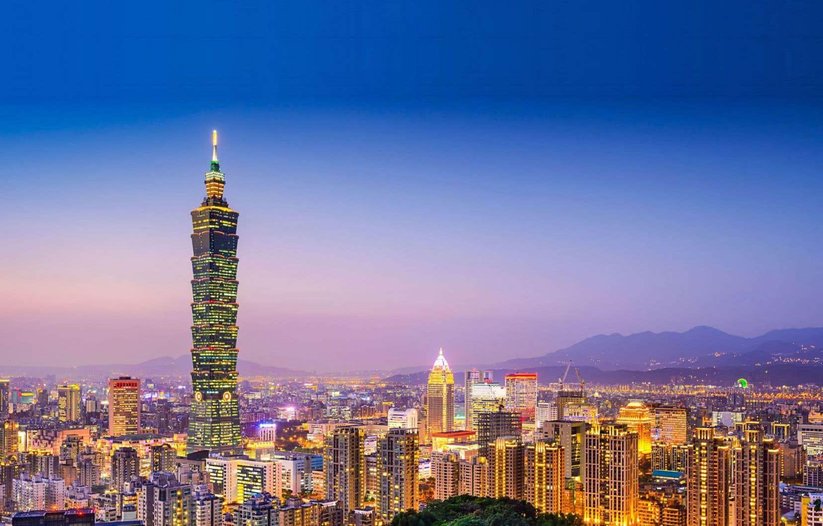 Taipei, la plus grande ville de Taïwan, la nuit