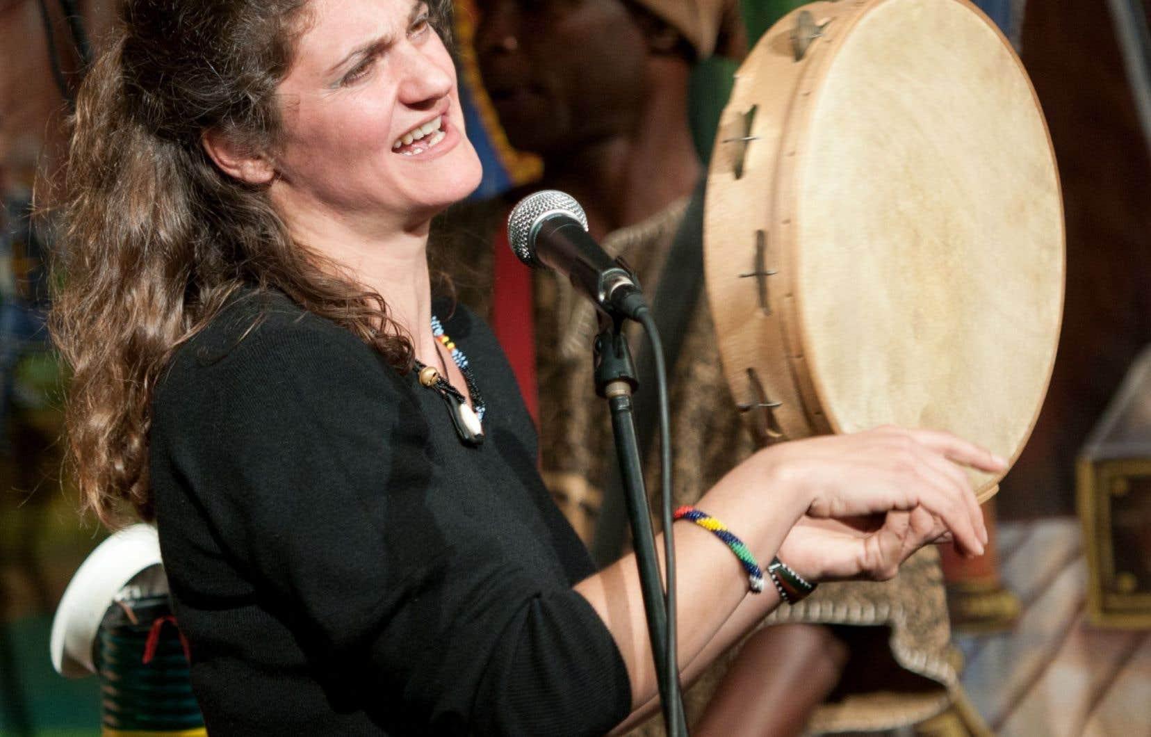 La chanteuse Matilde Politi interprète avec intensité et passion les chants populaires et folkloriques de la Sicile.