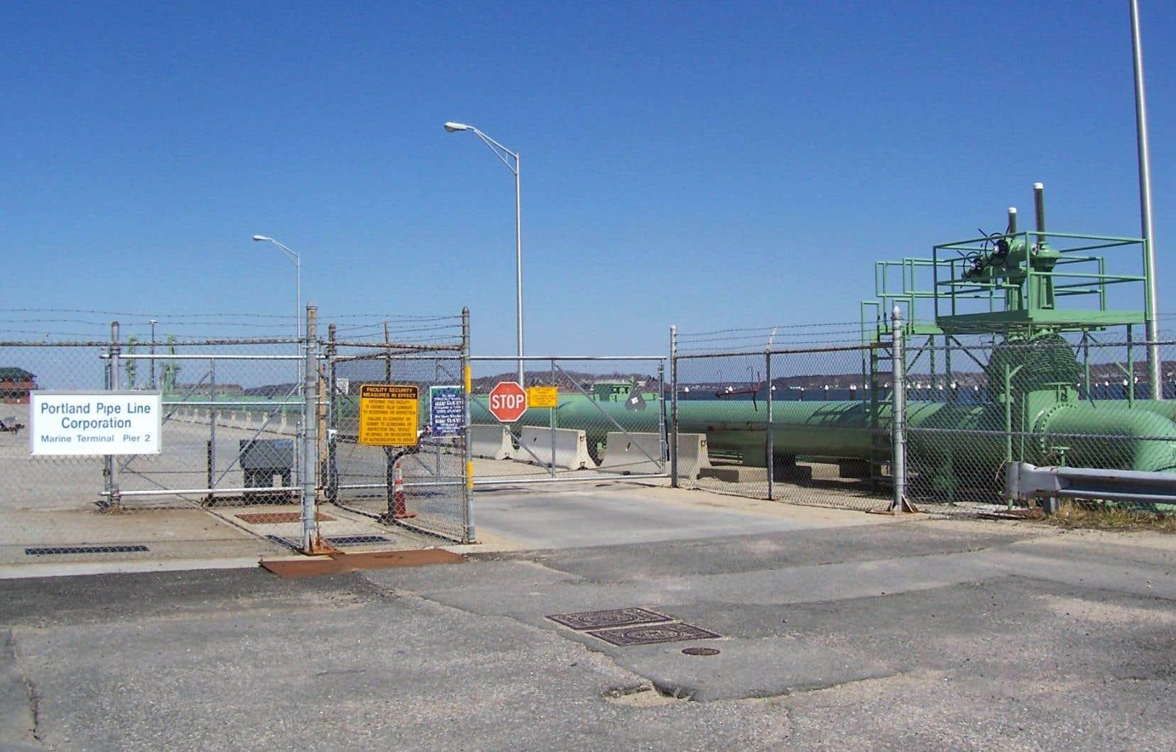 « L'hypothèse la plus plausible» est que ce pétrole proviendrait de «résidus» d'un déversement survenu il y a près de 17ans à une station de pompage de l'entreprise Pipe-Lines Portland Montréal (PLPM).
