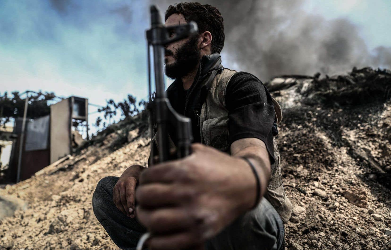 <p>Les États-Unis et la Russie, qui soutiennent respectivement les groupes rebelles et les forces de Bachar al-Assad, ont conclu un accord aboutissant à une trêve qui est entrée en vigueur lundi soir entre les insurgés et les forces pro-régime.</p>