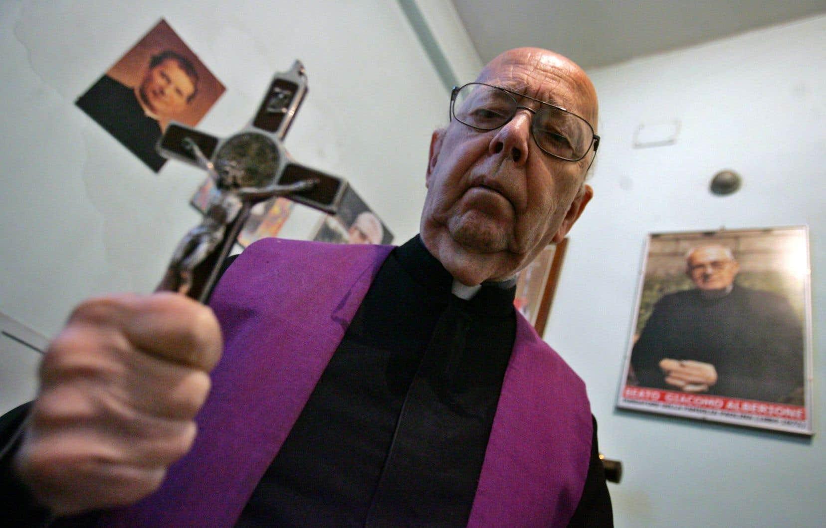 L'ancien exorciste du Vatican et du diocèse de Rome, Gabriele Amorth, photographié ici en 2005