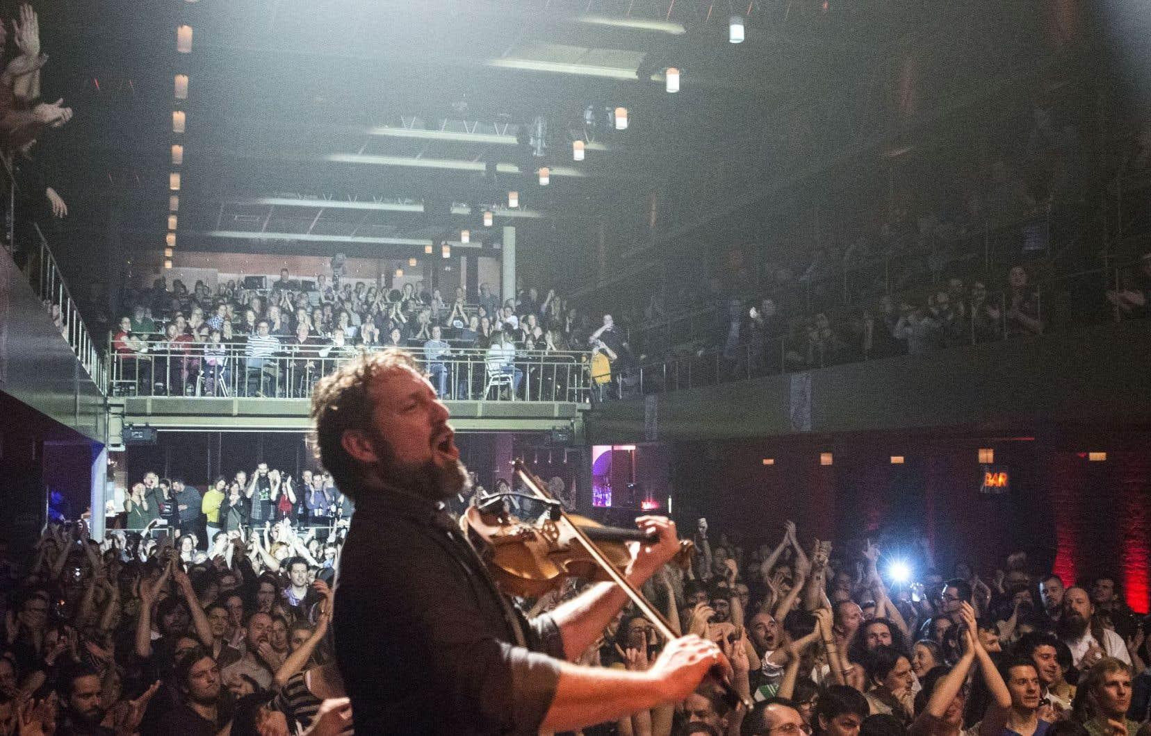 Olivier Demers, membre du groupe Le Vent du Nord, à la Veillée de l'avant-Veille en décembre dernier au Club Soda