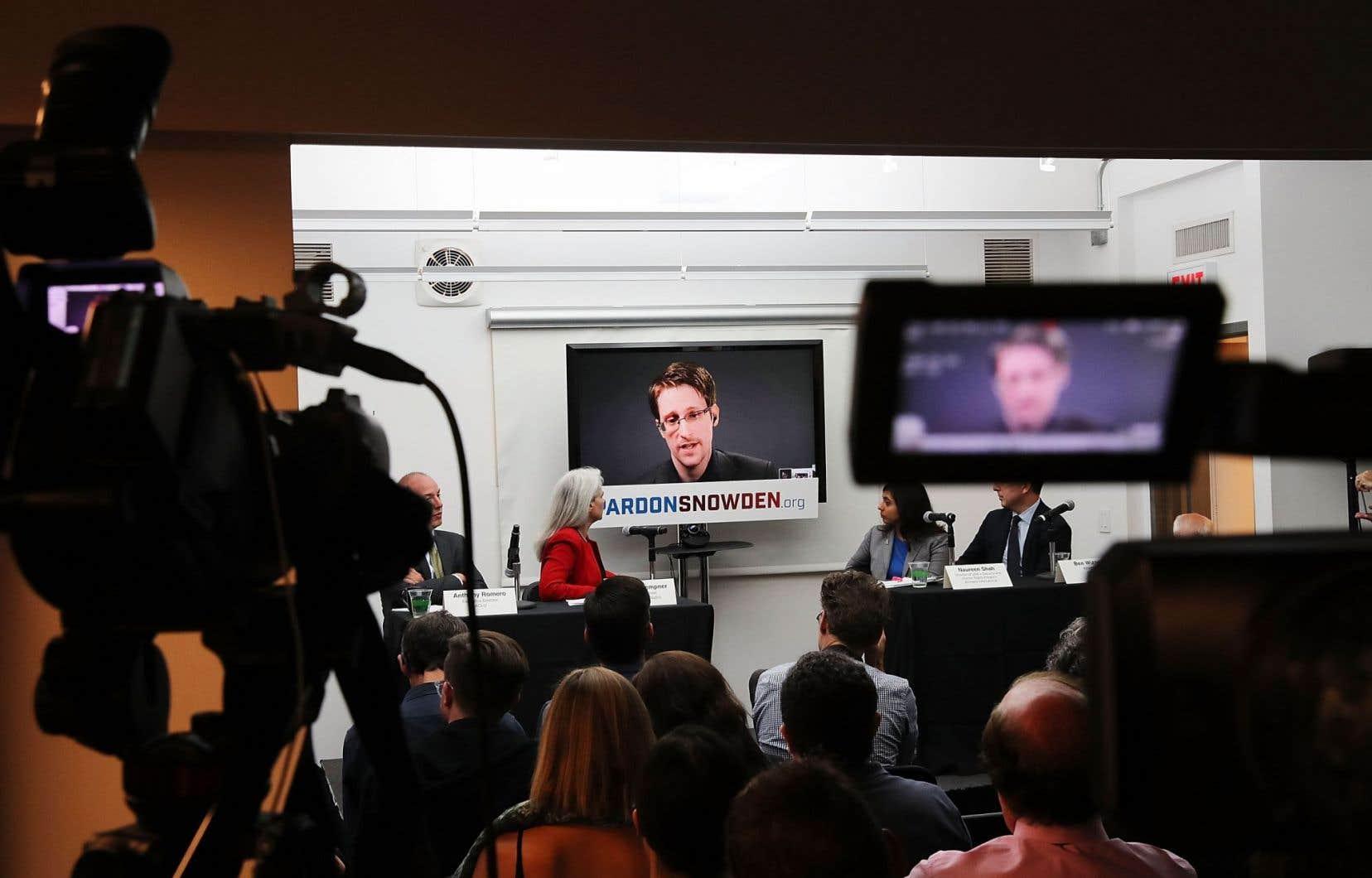 Edward Snowden a appelé, mercredi dernier, le président Obama à lui accorder son pardon avant de quitter ses fonctions en janvier2017, estimant que son pays avait bénéficié de ses révélations.