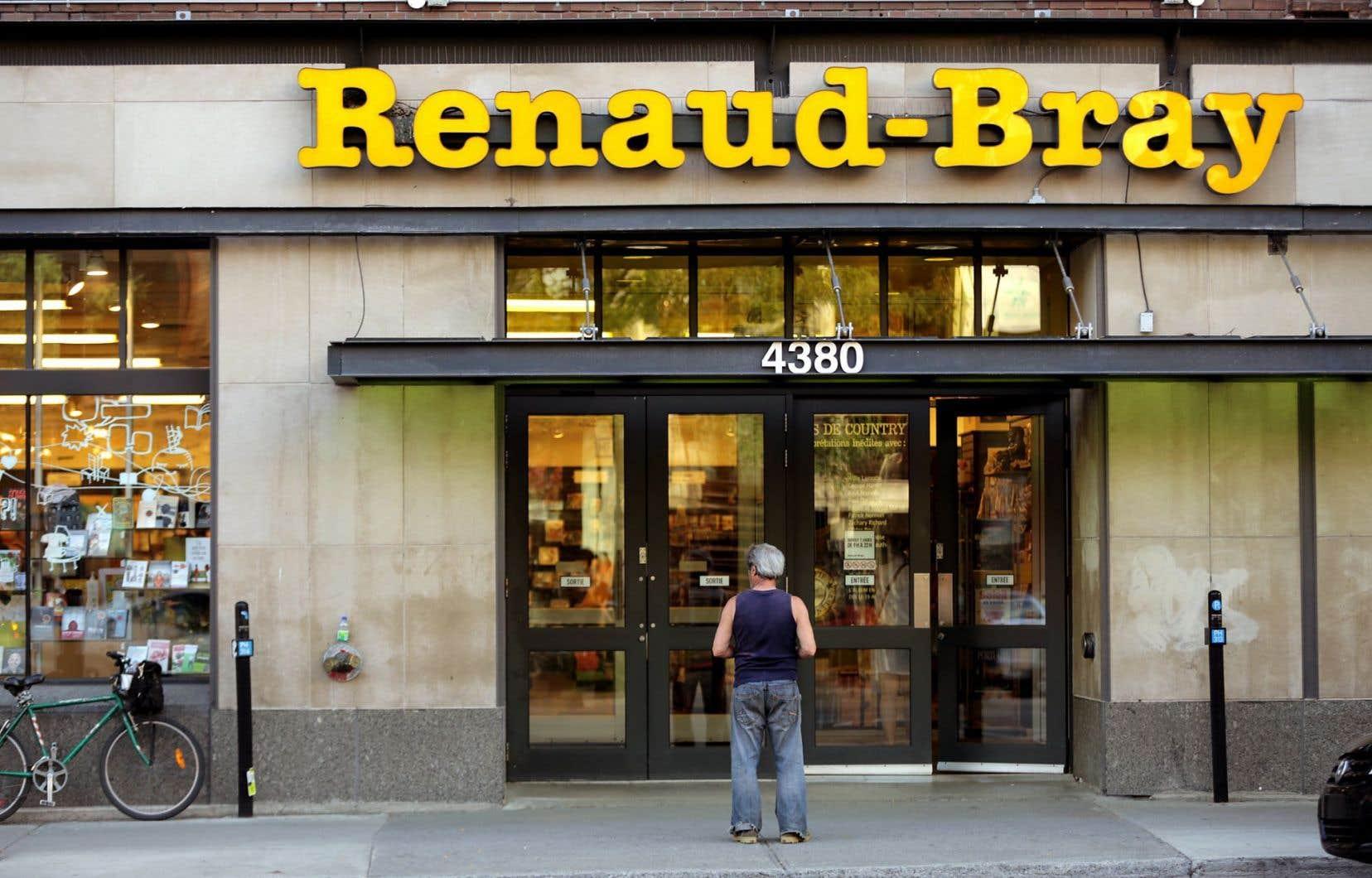 Il s'agit d'un nouveau bouleversement dans le réseau des libraires indépendants québécois, dont les ventes de livres n'ont cessé de chuter, au profit des grandes chaînes comme Renaud-Bray.