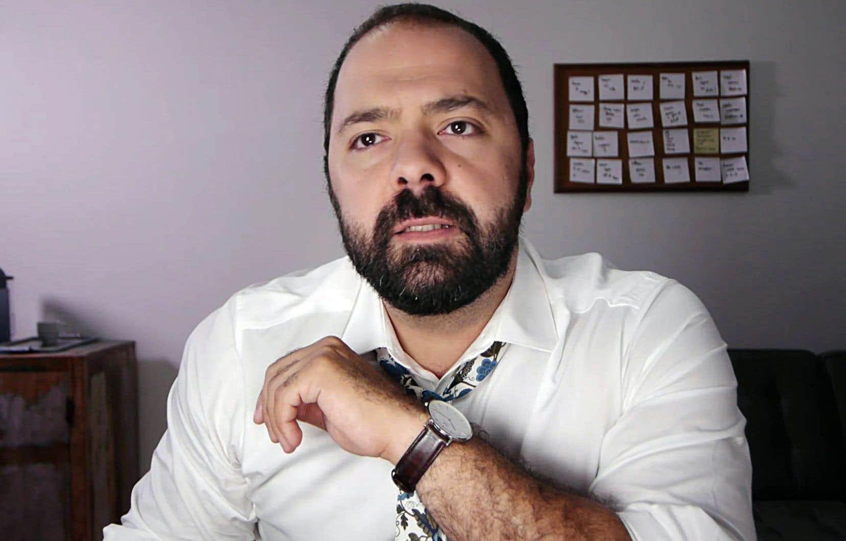 Le rôle du père, Québécois d'origine iranienne qui part vivre à Paris en laissant la garde de sa fille adolescente à sa grand-mère, a été confié à Mani Soleymanlou.