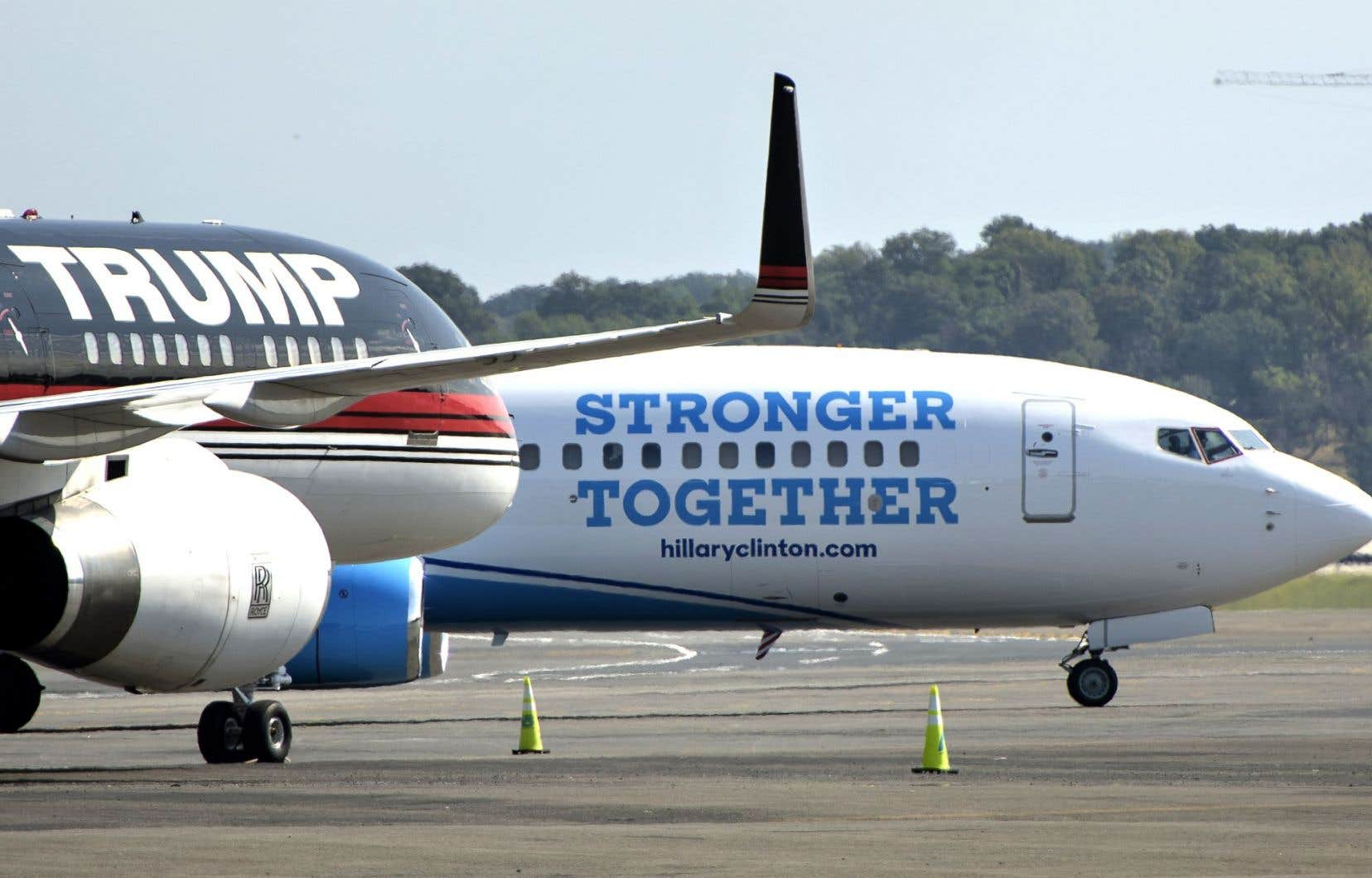 Les avions nolisés des candidats des deux principaux partis américains se sont croisés sur le tarmac de l'aéroport Ronald Reagan de Washington D.C., le 16 septembre dernier.