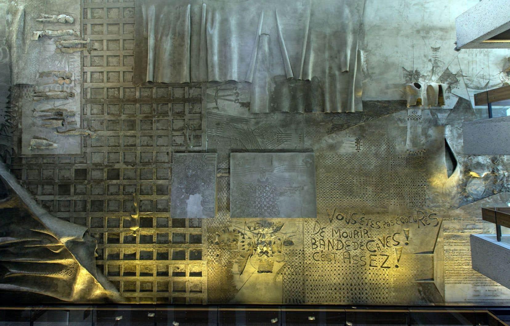 La murale de Jordi Bonet au Grand théâtre de Québec, comportant la célèbre phrase «Vous êtes pas écœurés de mourir, bande de caves? C'est assez!», du poète Claude Péloquin, a soulevé la controverse après son dévoilement en 1971.