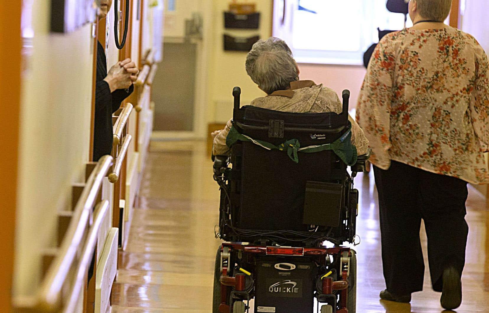 Le nombre de personnes inaptes nécessitant des mesures de protection augmente de 2% par an. Les cas sont également lourds, avec près de la moitié des nouveaux clients du Curateur souffrant d'une maladie dégénérative.