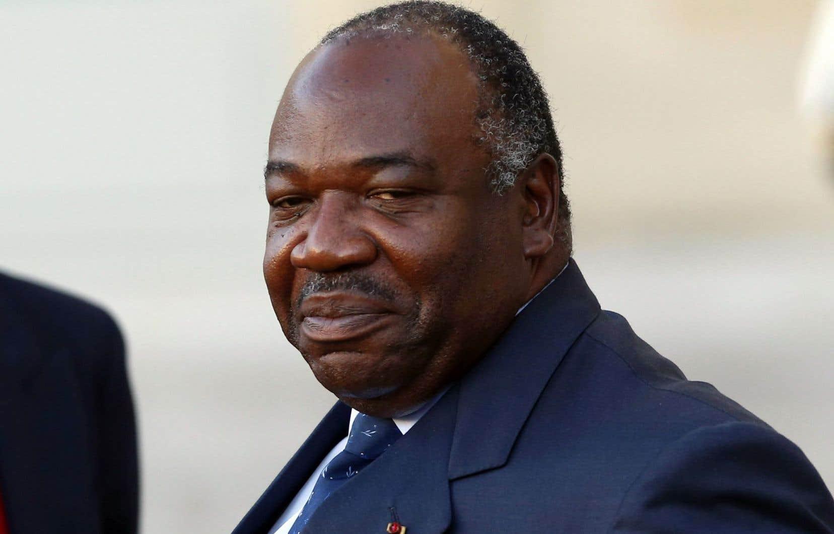 Ali Bongo a été élu avec 172990 voix (50,66%) devant Jean Ping (161287 voix, 47,24%), selon la Cour constitutionnelle.