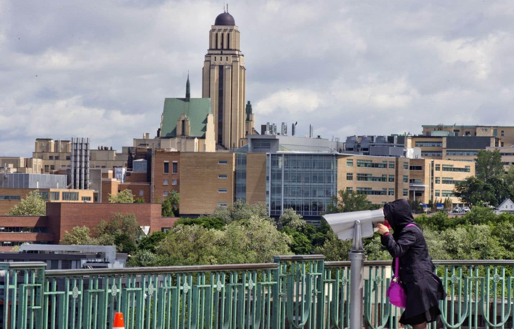 Québec propose que le futur Conseil des universités détermine de façon continue les grands enjeux auxquels fait face l'université dans ses fonctions de formation et de recherche, notamment.