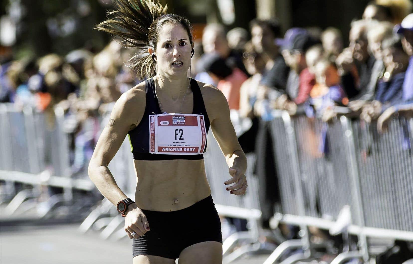 Chez les femmes, la Québécoise Arianne Raby a remporté le marathon. Elle a franchi la ligne d'arrivée au bout de 2 h48 min48 s.
