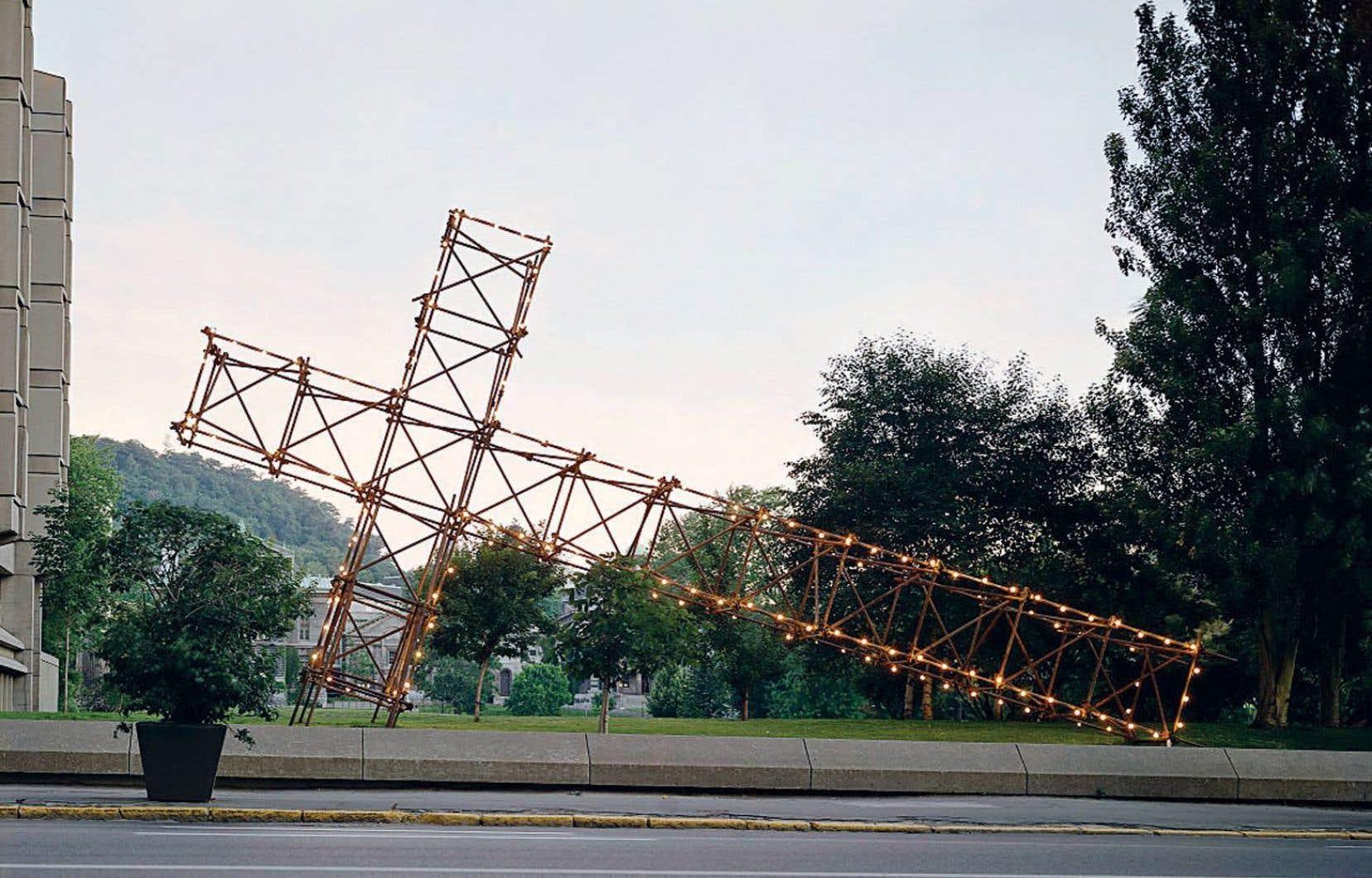C'est dans une ambiance plus sereine que le montage de «La croix du mont Royal» commencera mercredi près de l'intersection des avenues du Parc et des Pins.
