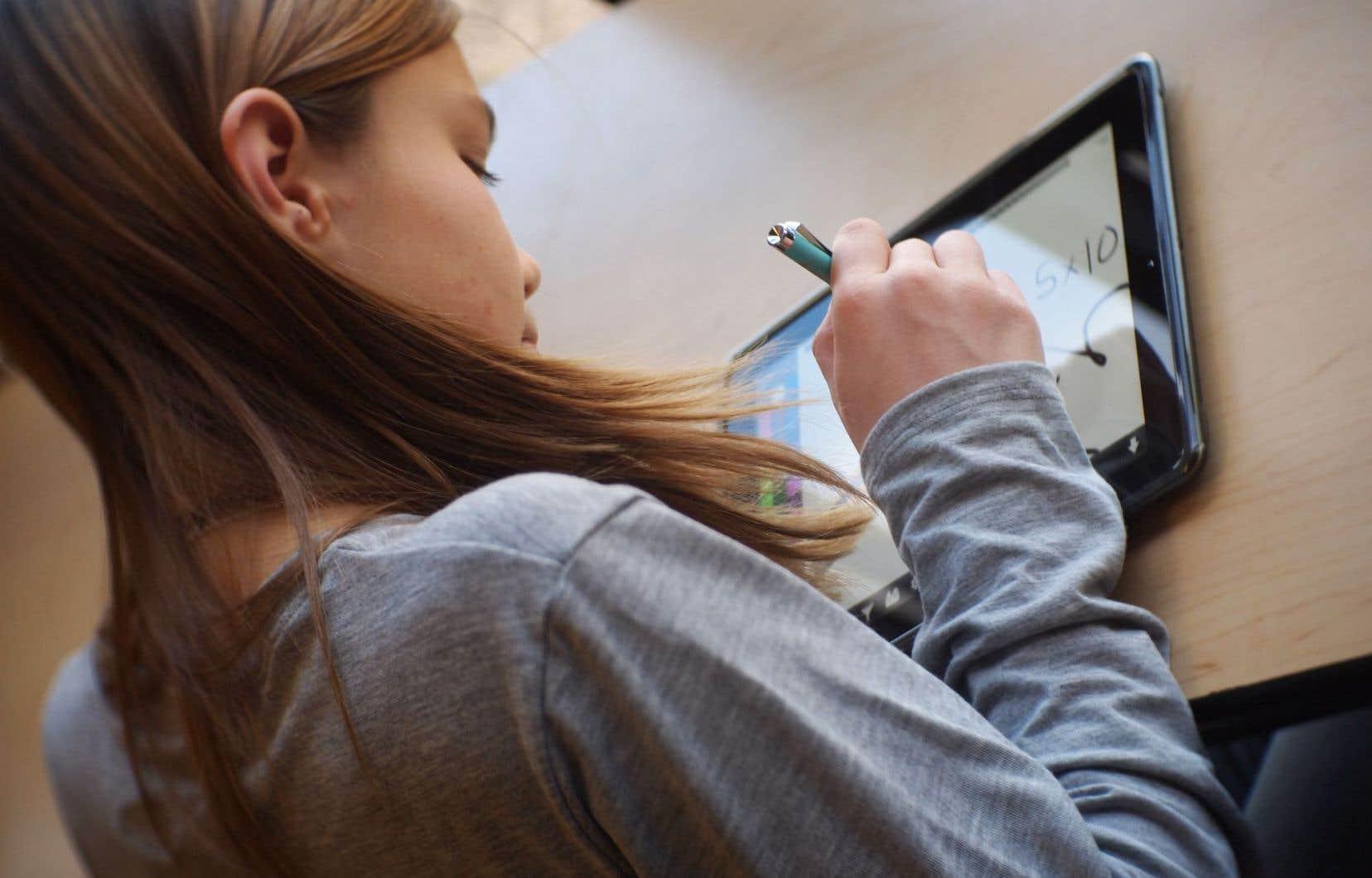 Les chiffres montrent que les tablettes numériques réduisent le taux d'absentéisme en classe et améliorent la motivation.