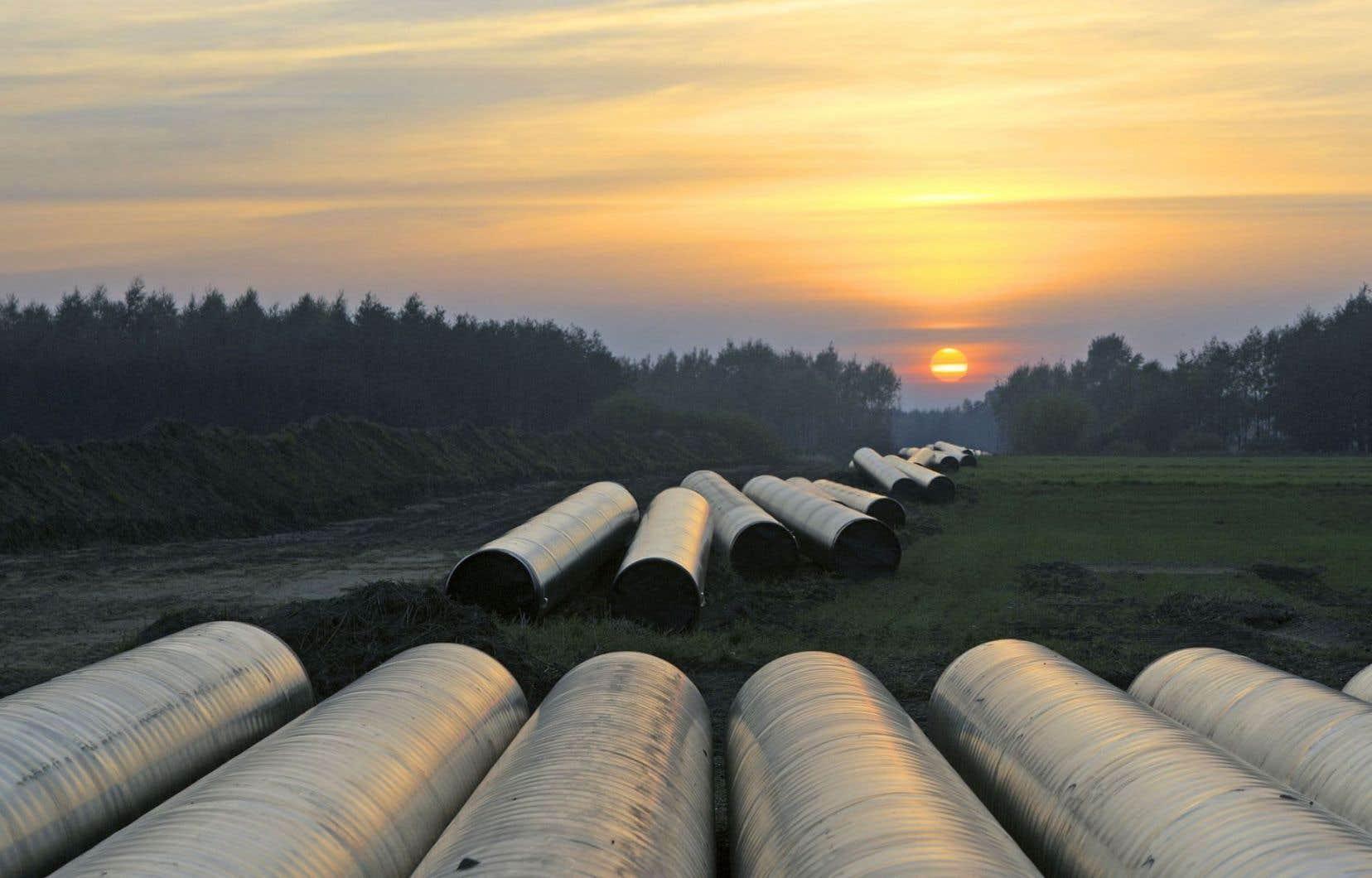 Si une entreprise veut construire un pipeline ou un gazoduc sur un terrain privé, elle pourra demander une expropriation de son propriétaire en cas de refus de ce dernier.