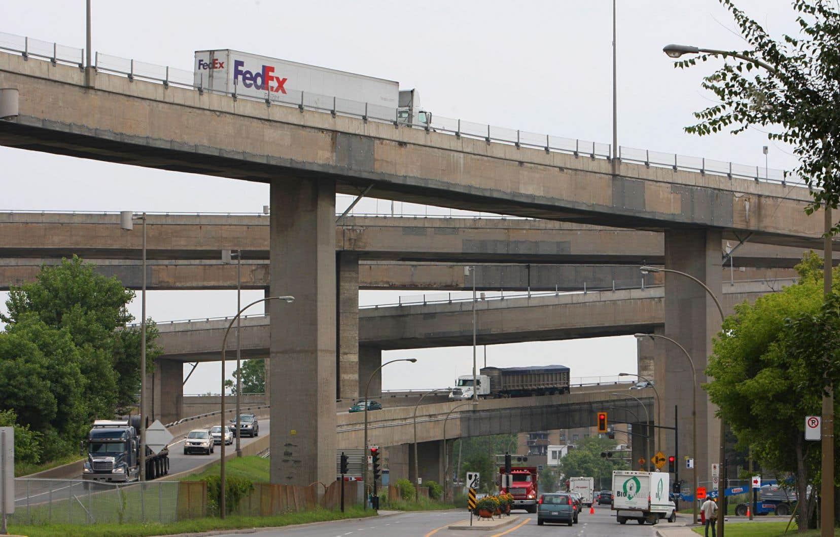 Le ministre des Transports, Laurent Lessard, a annoncé vendredi à Montréal de nouvelles entraves majeures à la circulation en marge de la reconstruction de l'échangeur Turcot.
