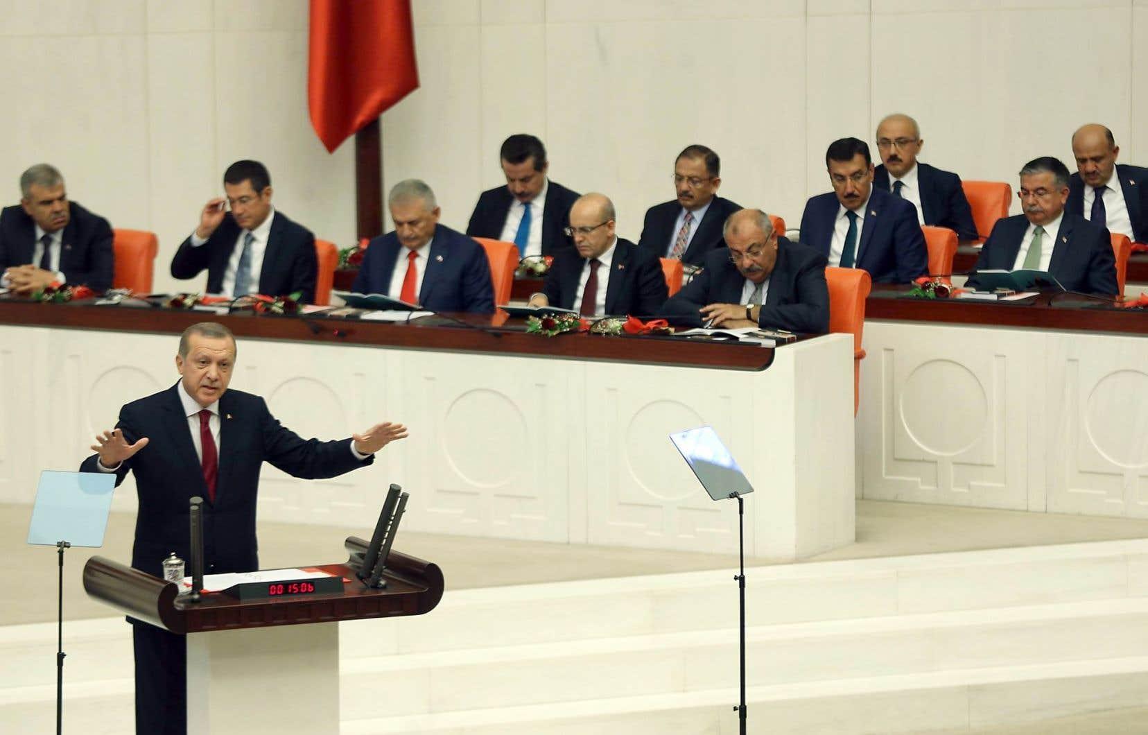 Le président turc, Recep Tayyip Erdogan s'est adressé au parlement samedi.