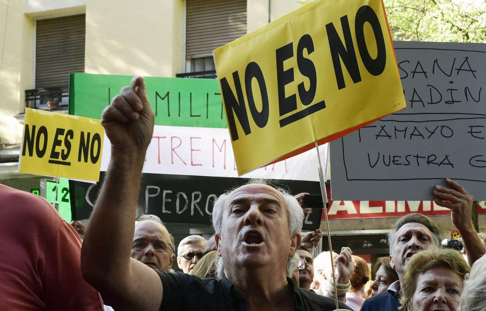 Pedro Sanchez a défendu le «non, c'est non», estimant que le PSOE devait s'opposer au maintien au pouvoir d'un parti sali par la corruption. Plusieurs de ses partisans ont manifesté samedi pour l'appuyer pendant le congrès du parti, à Madrid.
