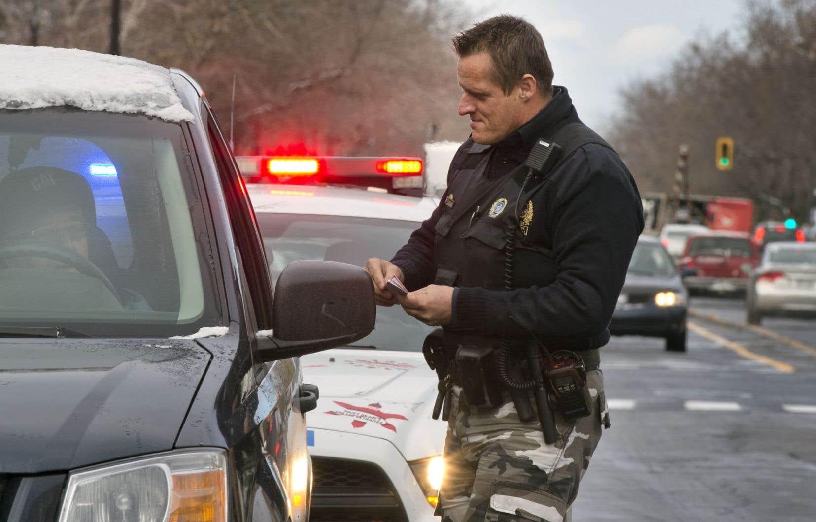 Le sénateur conservateur Claude Carignan s'inquiète du fait que les policiers du pays sont mal outillés pour serrer la vis aux conducteurs qui prennent le volant sous l'influence d'une drogue.