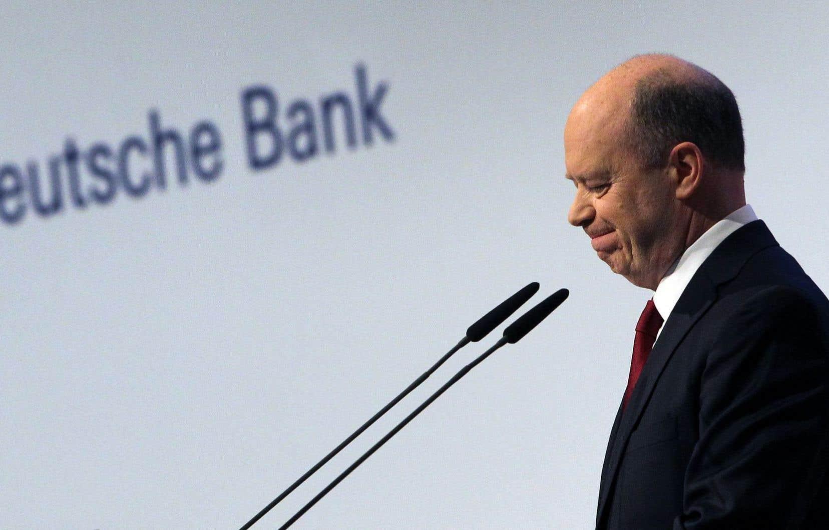 Le patron de Deutsche Bank, John Cryan, a dit croire que certains ont intérêt à faire plonger le cours du titre de la banque.