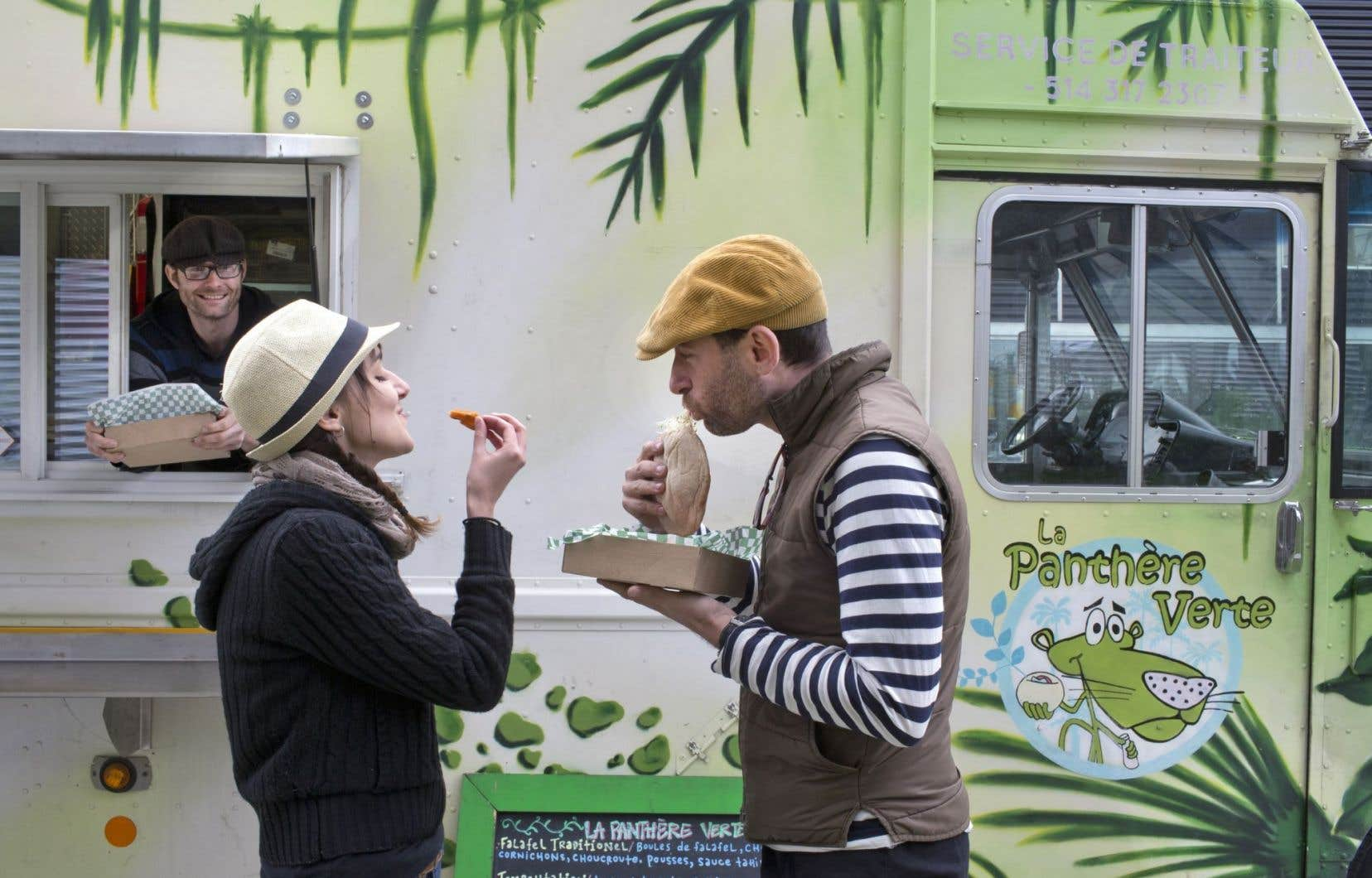 Le camion de rue du restaurant végétalien La Panthère verte, à Montréal.La Ville de Québec tient des consultations en vue de lancer un projet-pilote sur la cuisine de rue l'été prochain.