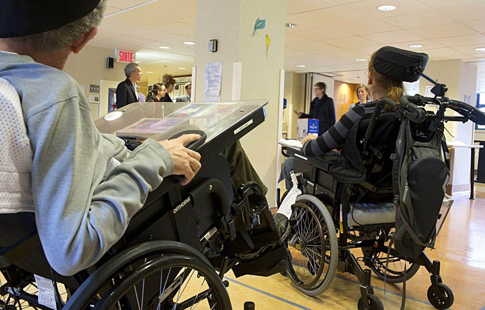 Désormais, dit-il, pour être admis dans un CHSLD, il faut démontrer qu'on a besoin d'un minimum de trois heures de soins par jour.