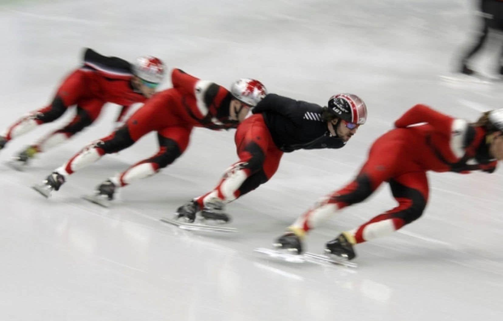 Charles Hamelin (le deuxième à droite) et les autres patineurs de vitesse sur courte piste de l'équipe canadienne ont apprivoisé la glace des Jeux de Vancouver, hier.
