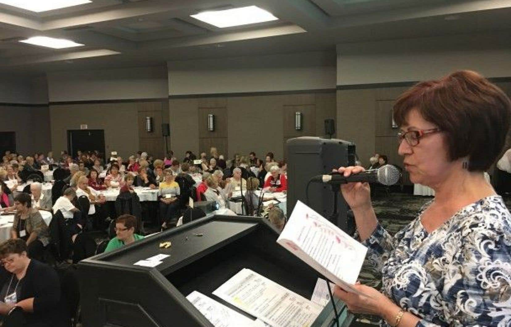 Madeleine Bourget, présidente de l'AFEAS s'adresse aux membres présentes à Drummondville le 25 septembre 2016.