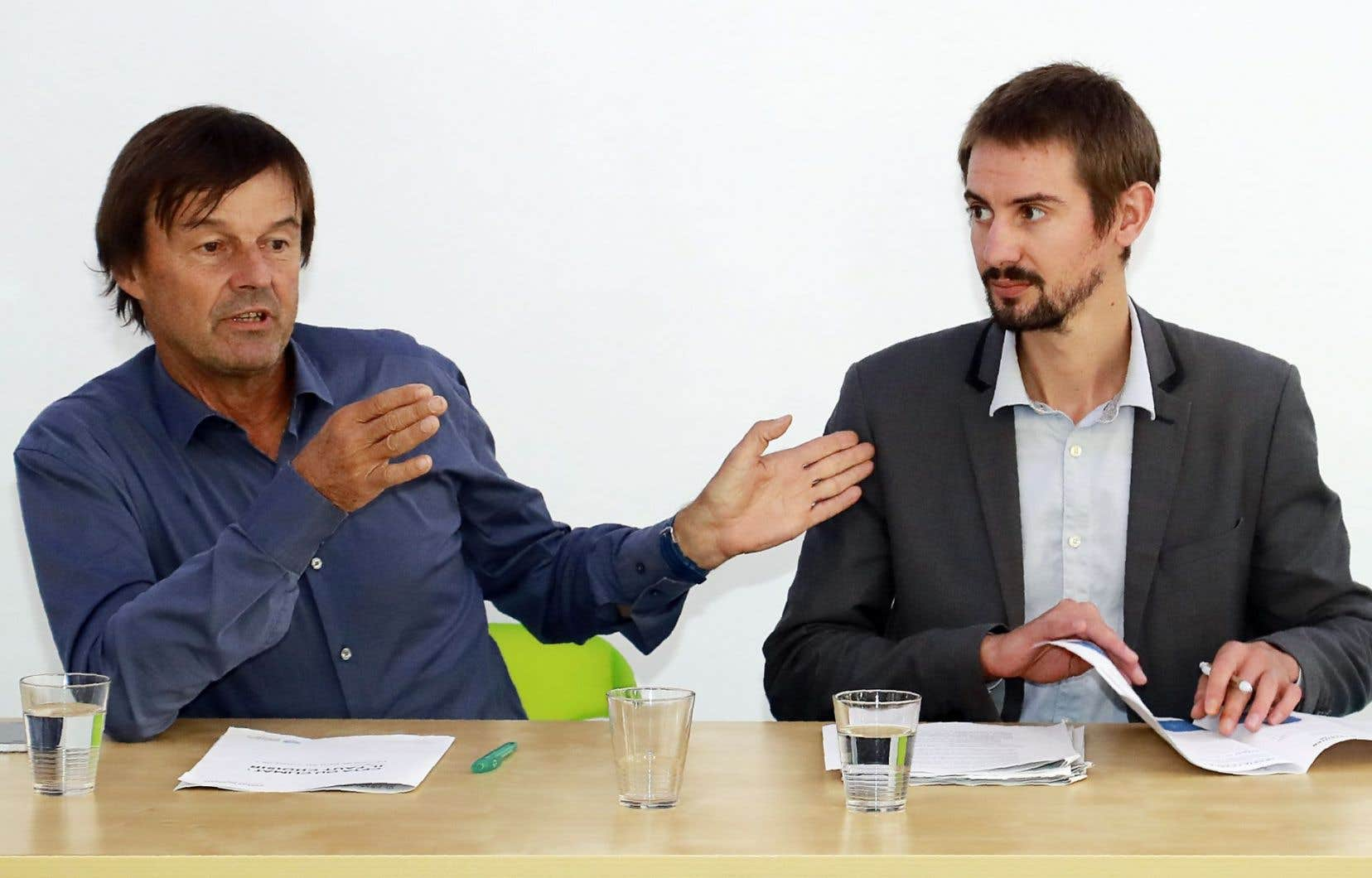 Nicolas Hulot et Denis Voisin ont soutenu devant la presse, jeudi, que l'AECG doit être rendu «climato-compatible avec les Accords de Paris» avant d'être signé.