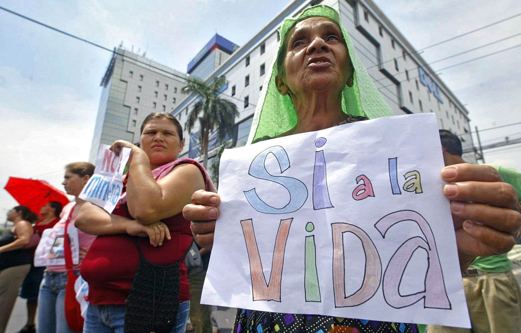 Après sept ans de procédures, la Banque mondiale a tranché en faveur du Salvador face au géant minier Pacific Rim.