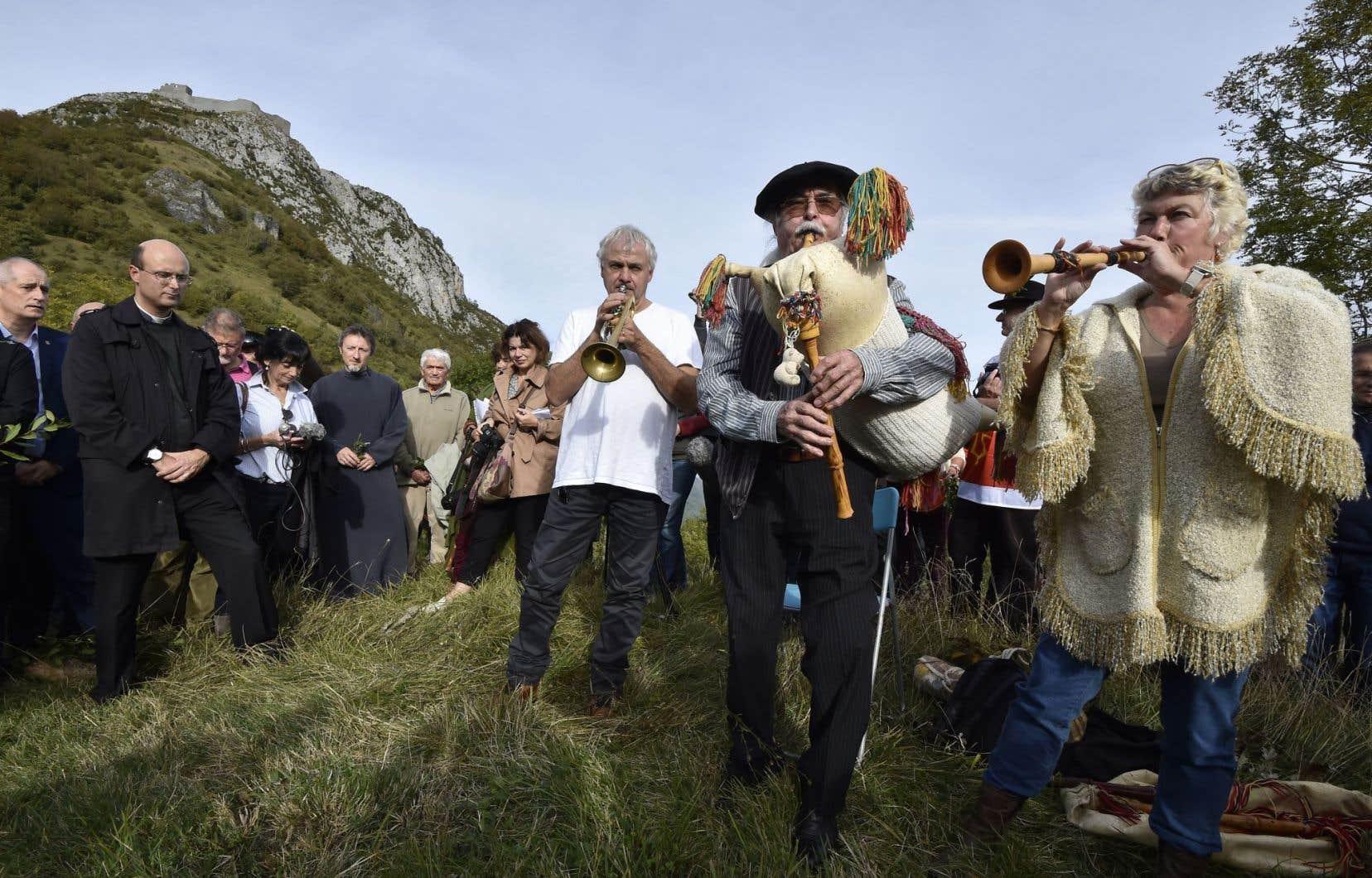 Des musiciens participaient dimanche à une «démarche de pardon» pour les massacres de Cathares survenus il y a près de huit siècles.