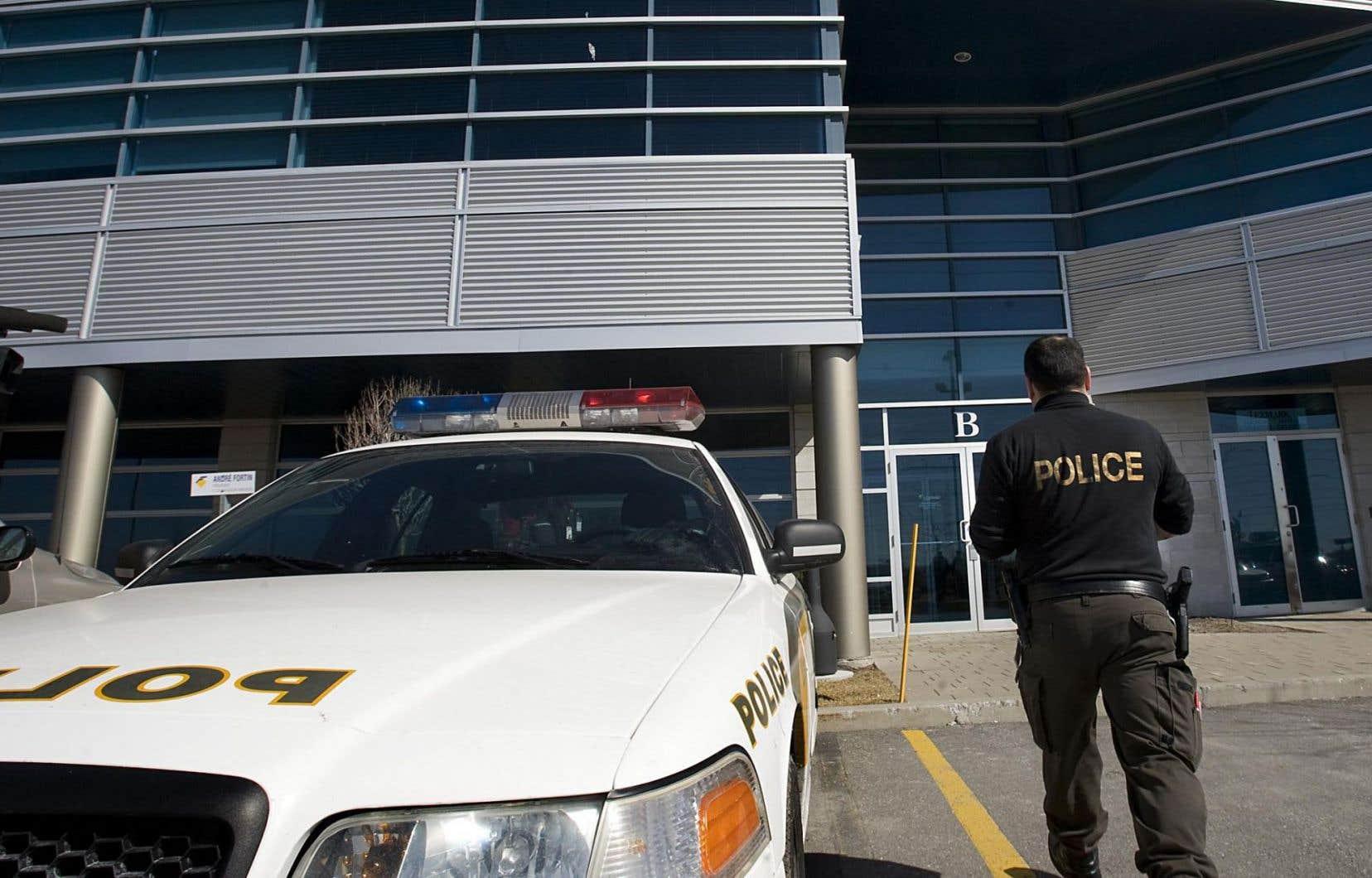 Dans les négociations entre le gouvernement et les policiers de la Sûreté du Québec concernant leur régime de retraite, certaines parties prenantes auraient évoqué l'hypothèse d'introduire des « clauses orphelines » comme issue aux désaccords.