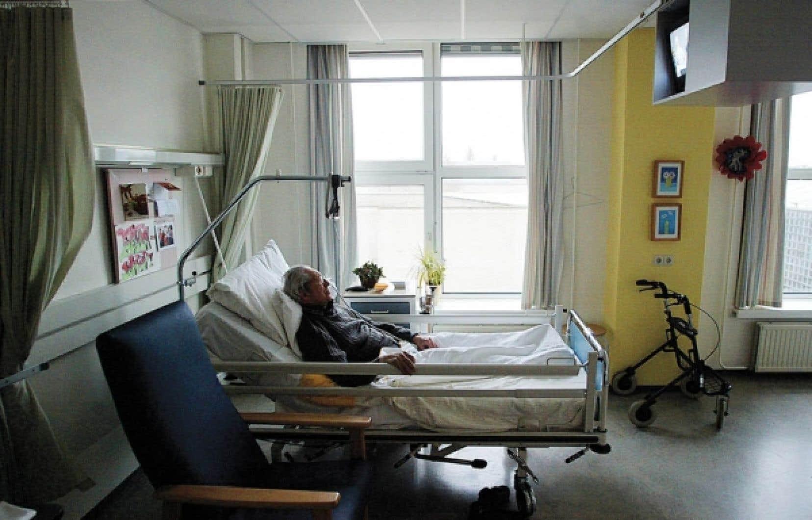 Enclines à diverses maladies chroniques, les personnes âgées ont besoin de soins, mais différents.