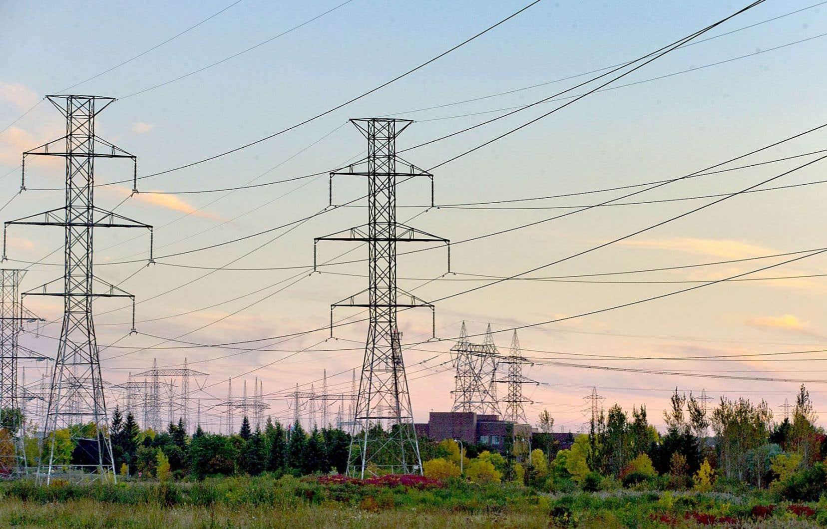 Le Québec pourra importer jusqu'à 500 mégawatts d'électricité de son voisin ontarien en périodes de pointe hivernales.