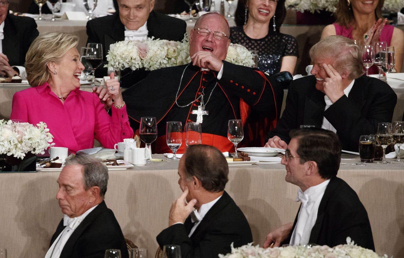 Hillary Clinton et Donald Trump ont mis leur campagne entre parenthèses pour prendre part au souper-bénéfice de la Fondation Alfred-E.-Smith, au très chic hôtel Waldorf Astoria, à Manhattan.