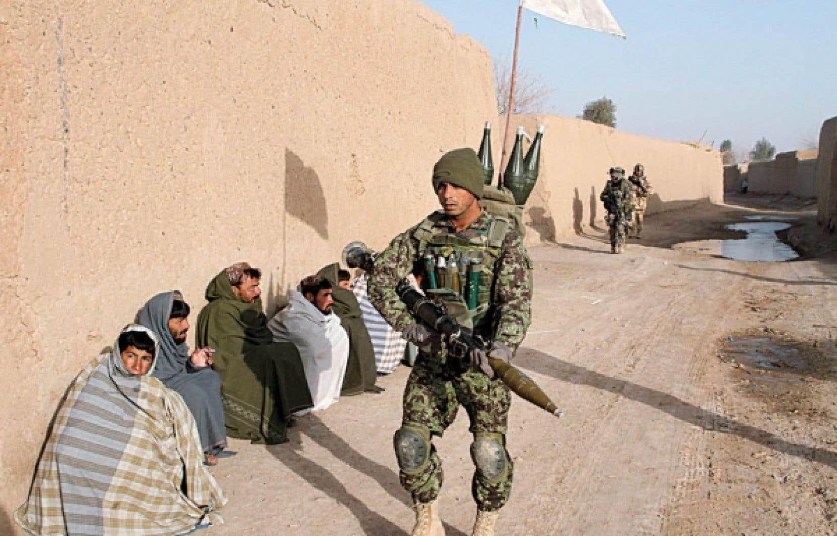 Un soldat afghan hier à Showal