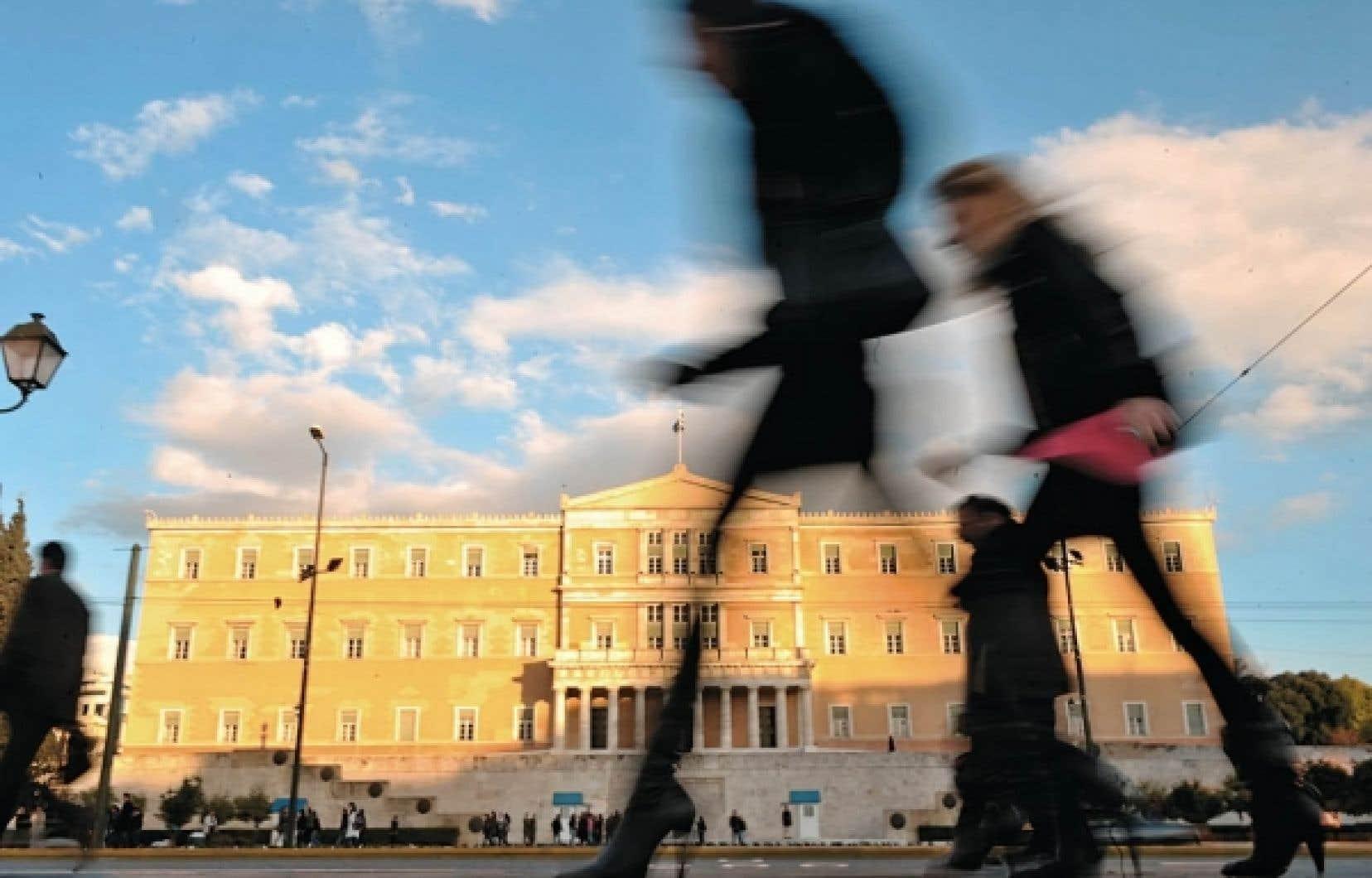 Le ministre grec des Finances, Georges Papaconstantinou, s'est dit opposé à annoncer dans l'immédiat de nouvelles mesures d'économies, estimant que ce «serait un mauvais signal, même pour les marchés». Ci-dessus, le parlement grec.