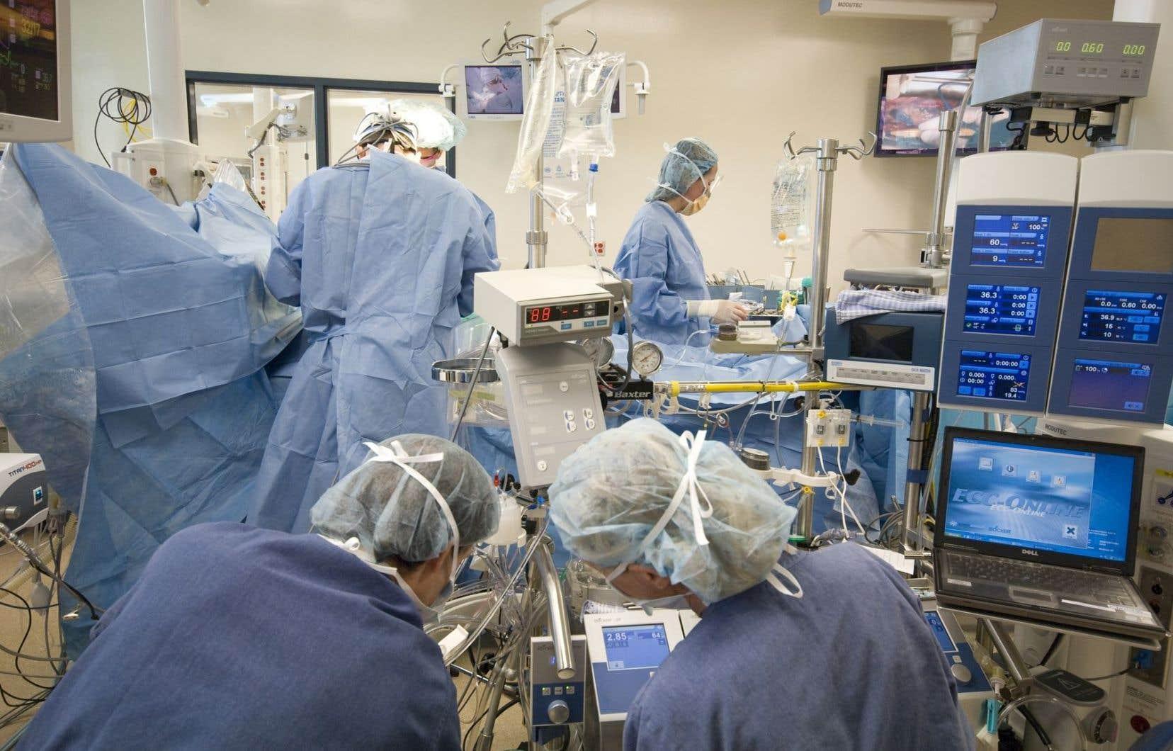 À ce jour, seulement 2 patients sur un total de 8458 se sont vu diagnostiquer une infection. Ils ont été pris en charge et leur traitement est en cours.