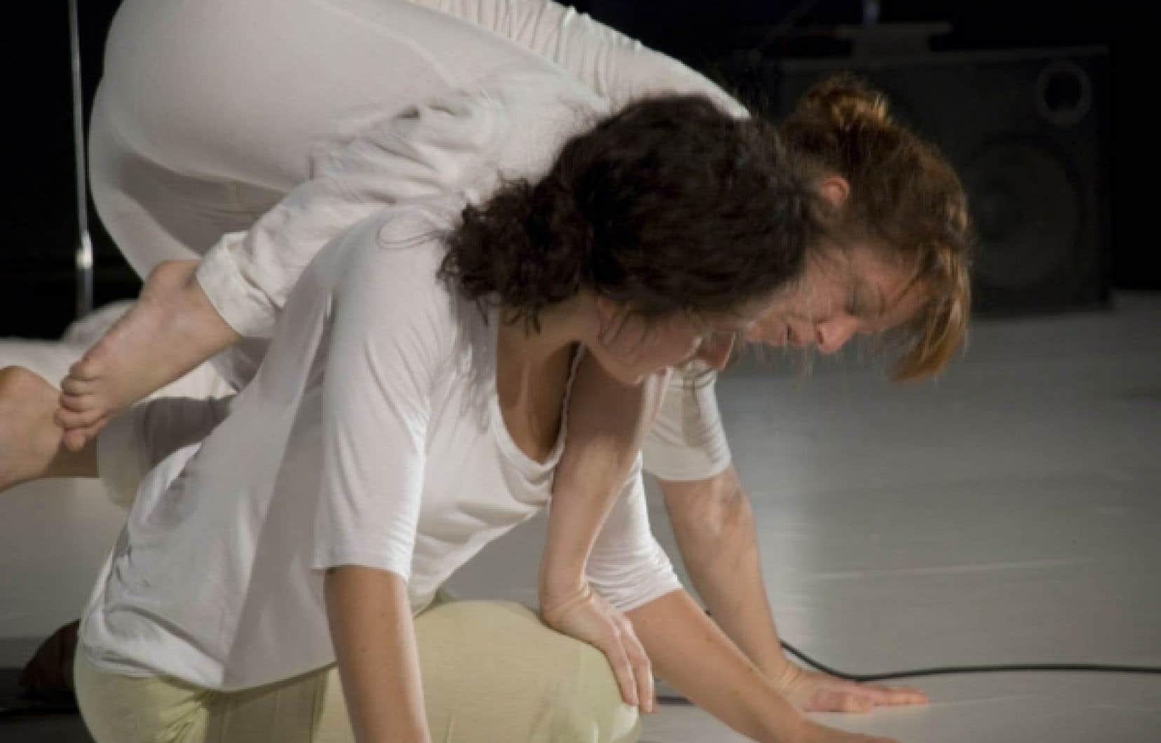 Maryline St-Sauveur et Sonia Montmigny dans Cinq humeurs.