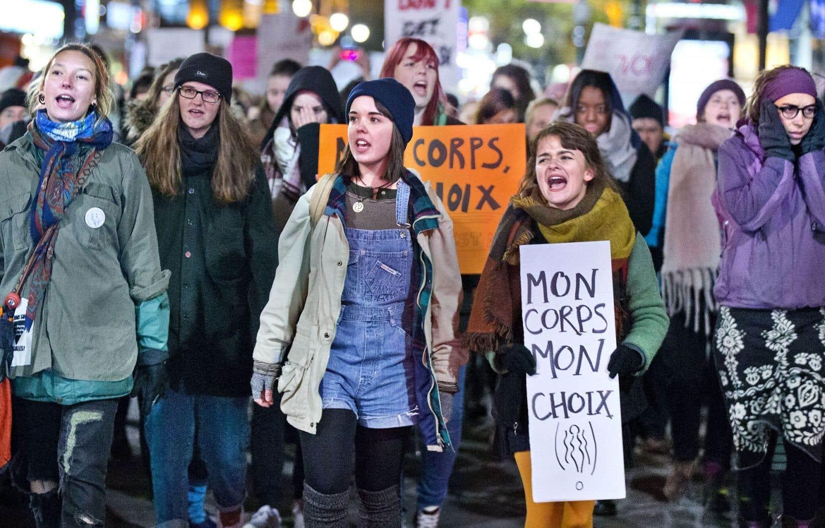 Plus d'un millier de manifestants et de manifestantes ont bravé le froid, mercredi soir, à Montréal, afin de dénoncer la «culture du viol». Rassemblés à la place Émilie-Gamelin, les protestataires ont assisté à près d'une heure d'allocutions avant que la marche ne soit lancée par Femmes autochtones du Québec.