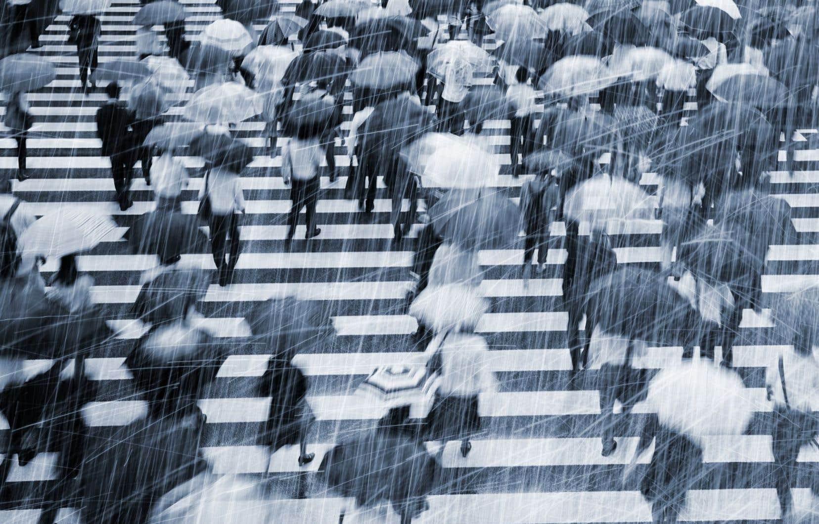 «On dit de cette pluie qu'elle pousse les gens au suicide, que l'hiver humide met à rude épreuve même les plus forts», écrit Carellin Brooks dans «Cent jours de pluie».