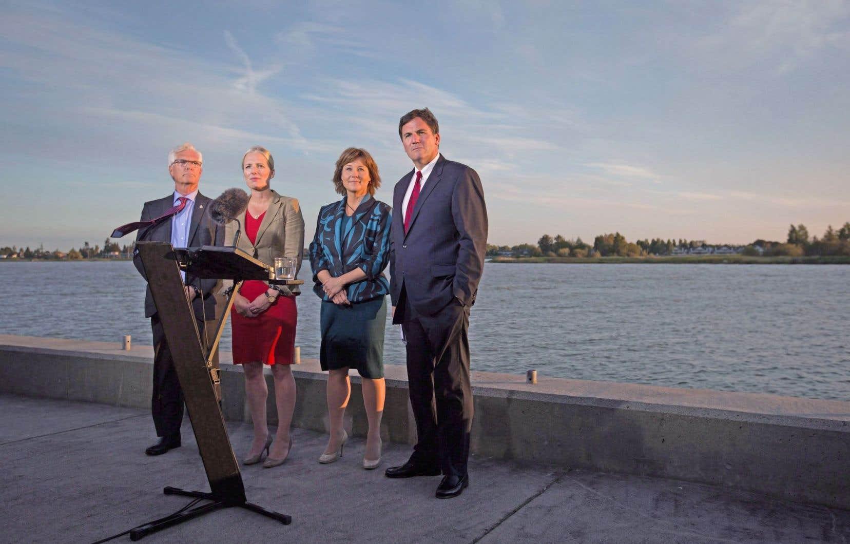 Le gouvernement Trudeau (ci-dessus les ministres Jim Carr, Catherine McKenna, Dominic LeBlanc, en compagnie de la première ministre de Colombie-Britannique, Christy Clark) a approuvé en septembre le projet d'exportation de gaz de schiste.
