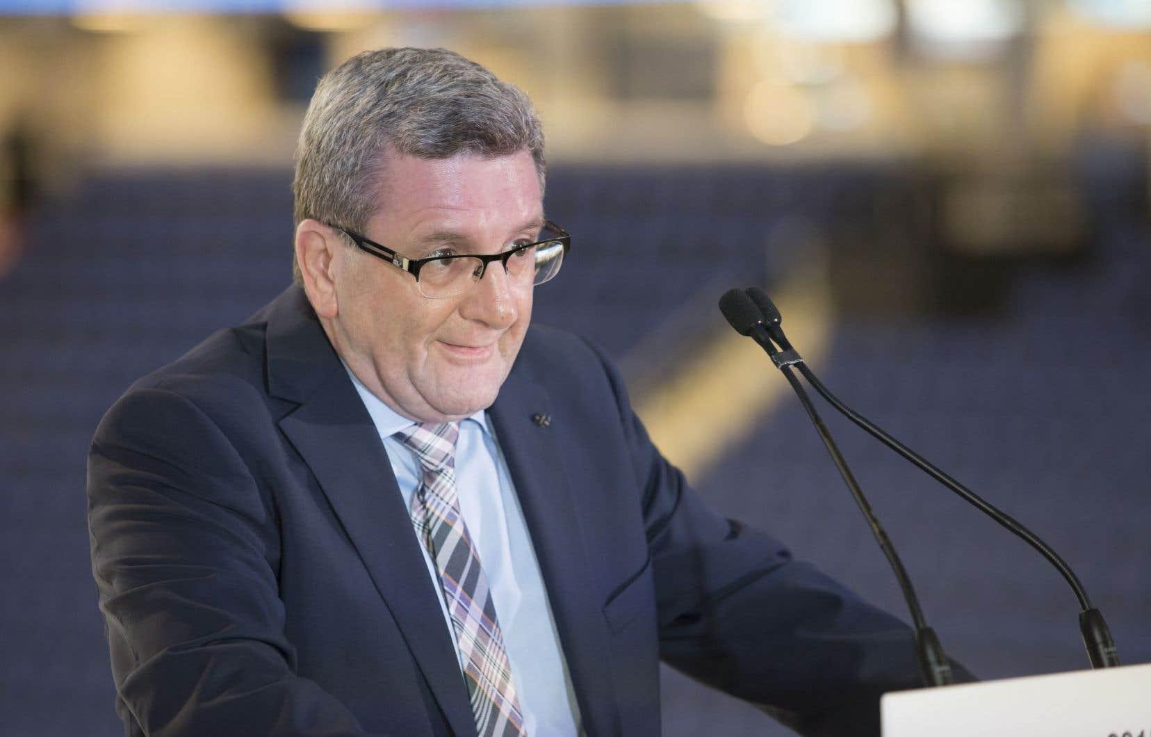 <p><em>«Pour nous, le projet doit être dans l'ouest»</em>, a déclaré le maire Régis Labeaume en soulignant qu'il devrait se trouver <em>«peut-être idéalement à la hauteur des ponts».</em></p>