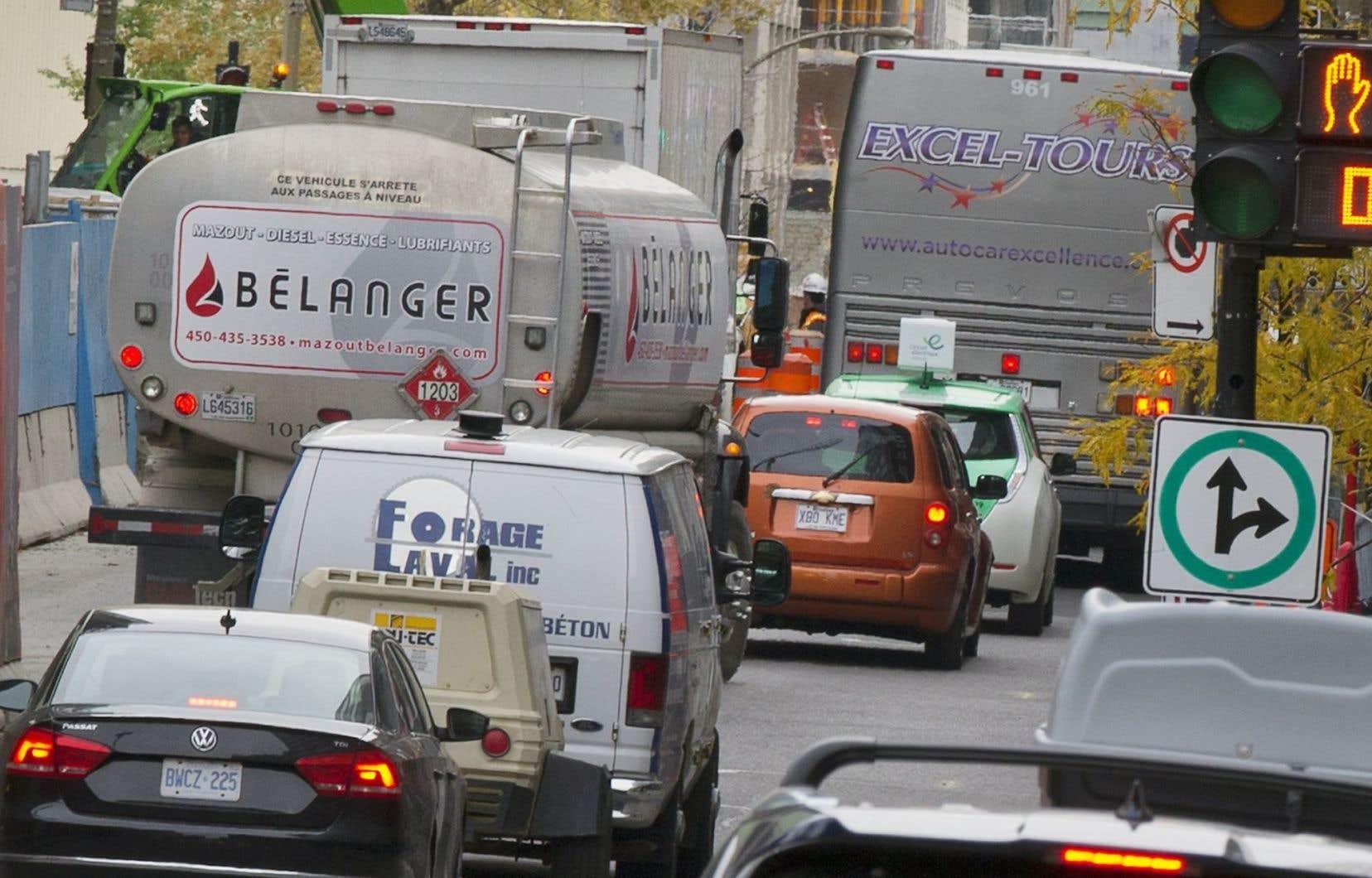 Les chantiers de construction, les détours et les zones interdites, entre autres, rendent compliqué le travail des camionneurs en ville.