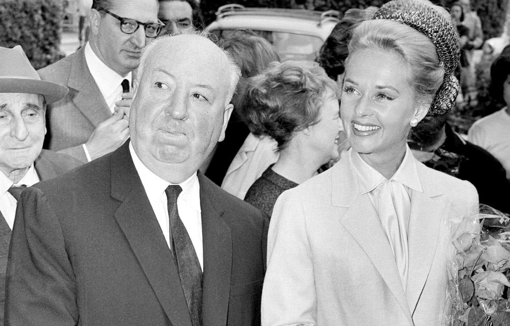 Alfred Hitchcock et Tippi Hedren lors de leur arrivée à la projection du film «Les oiseaux» à Cannes en 1963