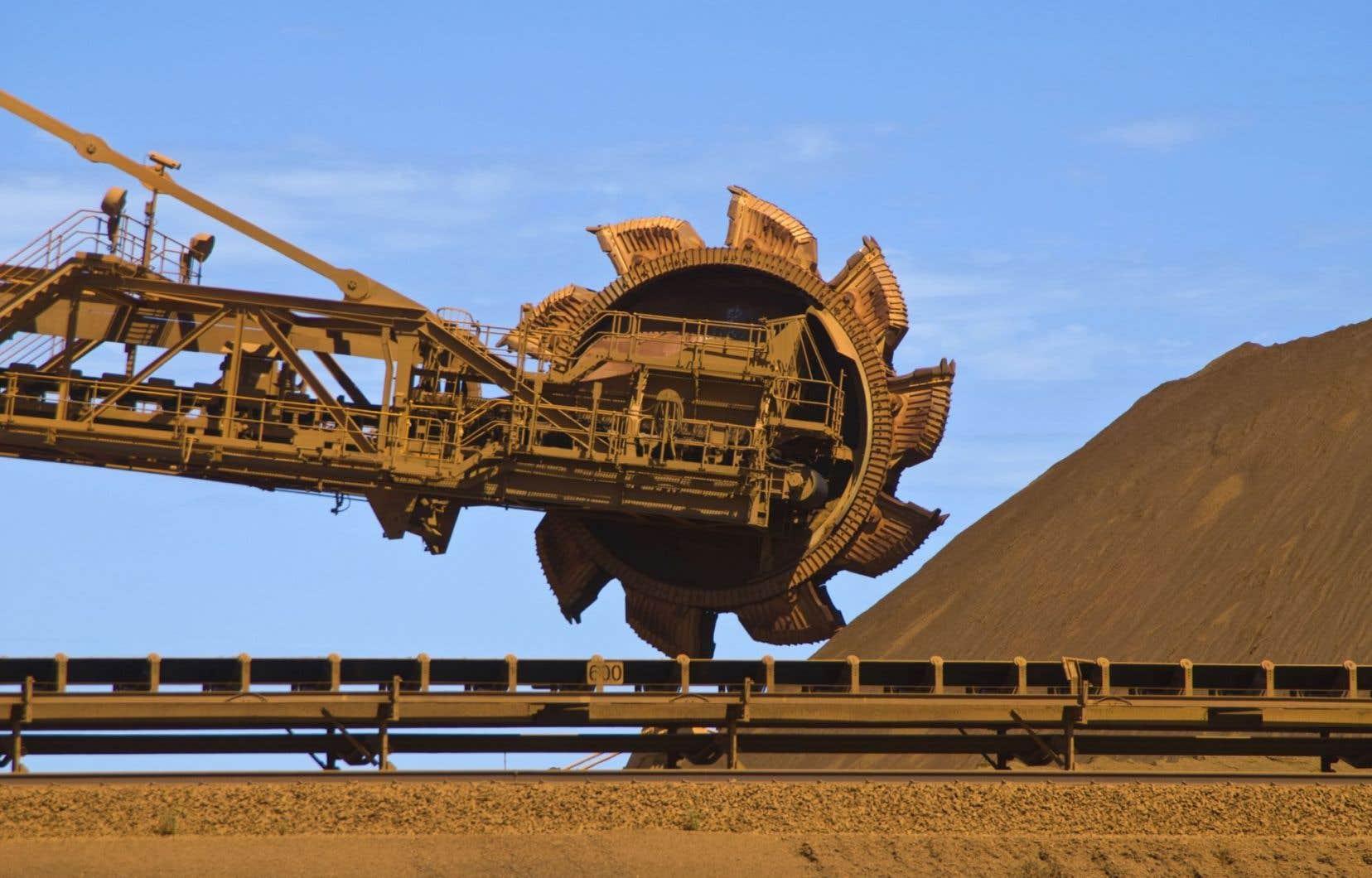 Les industries productrices de biens ont avancé de 0,7 % en août, stimulées par les secteurs de l'extraction minière, l'exploitation en carrière, et l'extraction de pétrole et de gaz, qui a gagné 1,4 %.