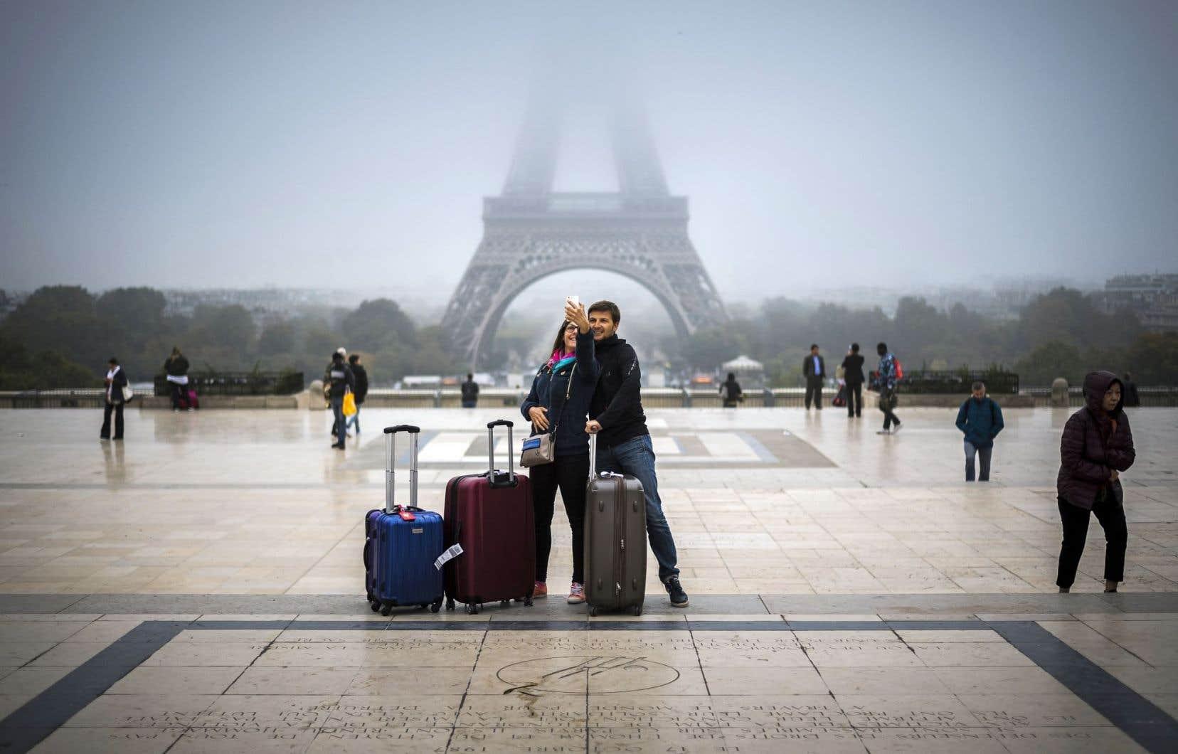 Paris prévoit d'aménager un grand espace d'accueil pour les visiteurs de la tour Eiffel.